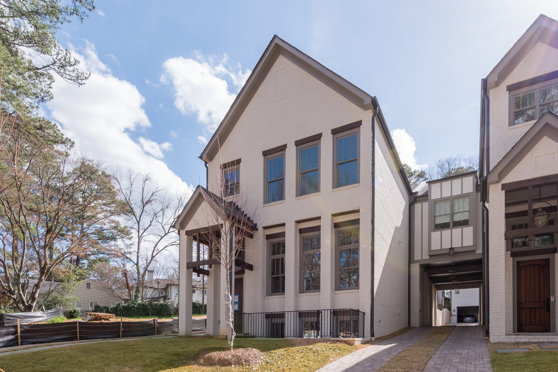 Moradia para Venda às Custom Built Courtyard Home In Buckhead 677 Timm Valley Road NE Peachtree Park, Atlanta, Geórgia, 30305 Estados Unidos