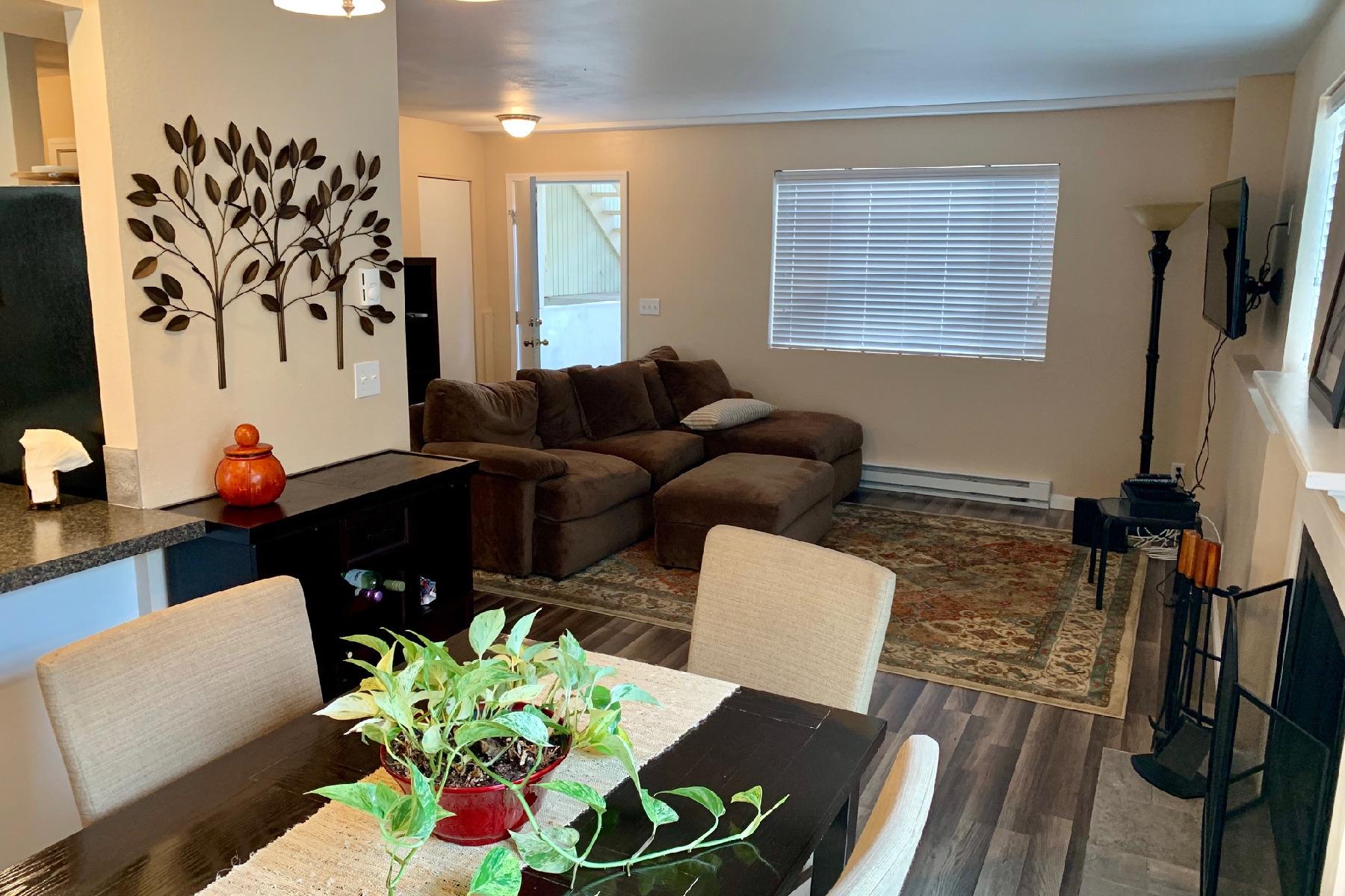 Single Family Homes للـ Sale في Cozy Condo 8205 N Ridgewood #1, Hayden, Idaho 83835 United States