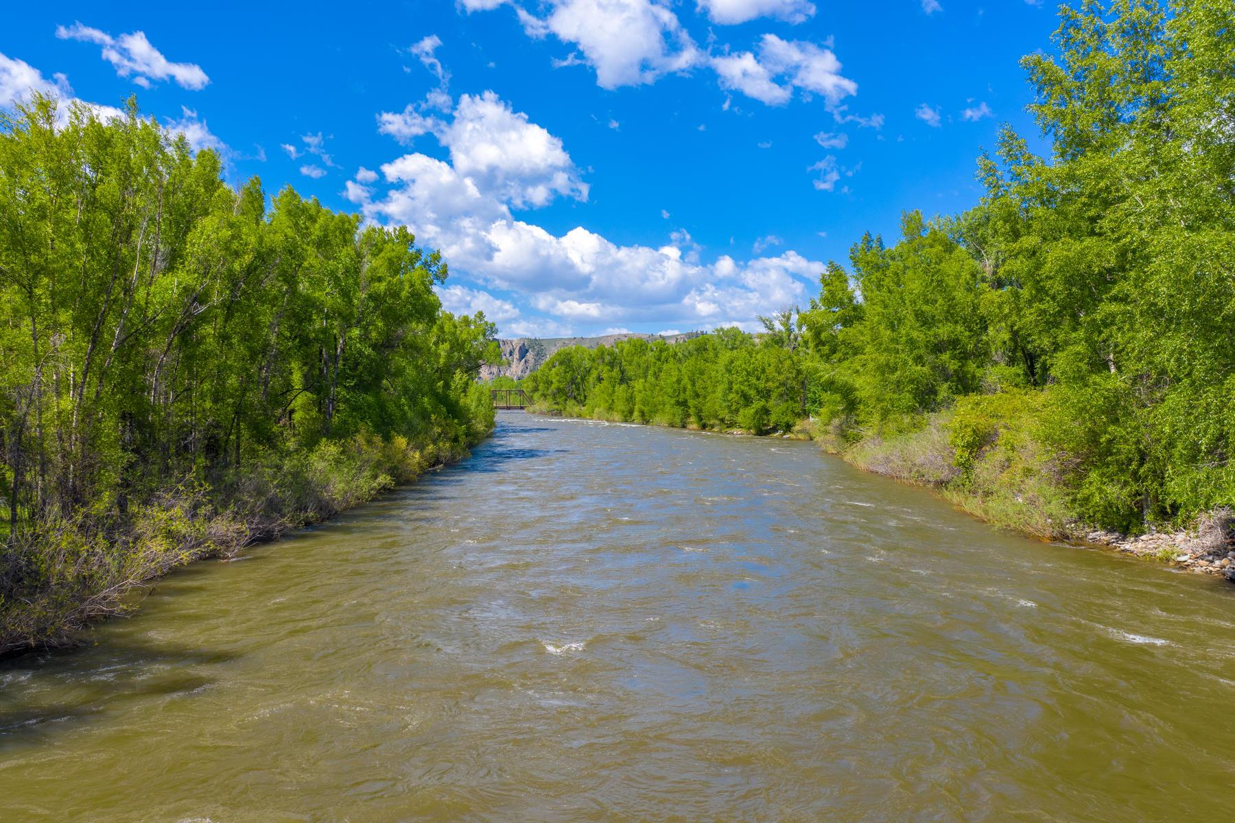 토지 용 매매 에 Gunnison Riverfront Property 85 Riverwalk Drive, Gunnison, 콜로라도 81230 미국