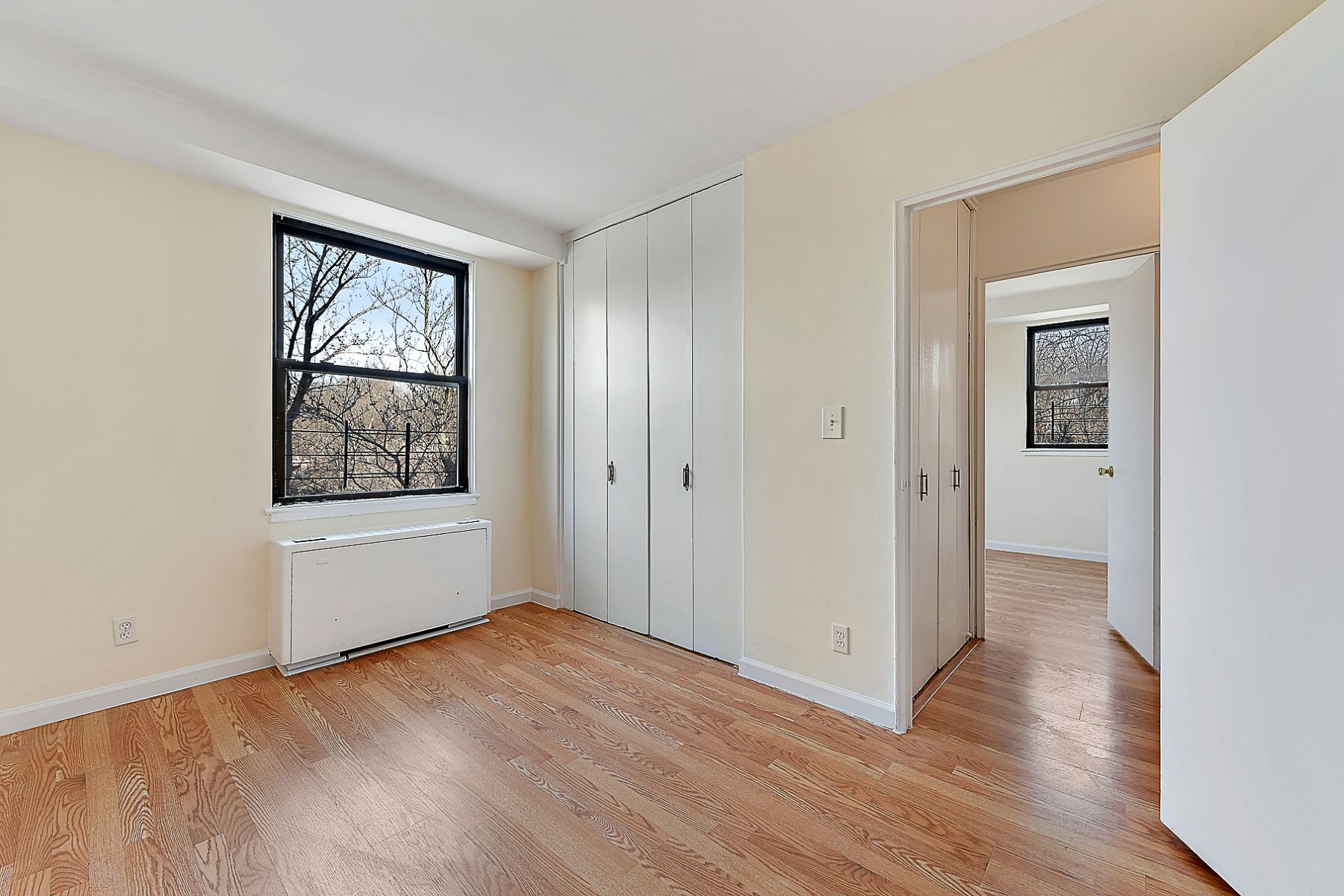 Co-op for Sale at Corner 3 Bedroom with Terrace 4901 Henry Hudson Parkway 7E, Riverdale, New York, 10471 United States