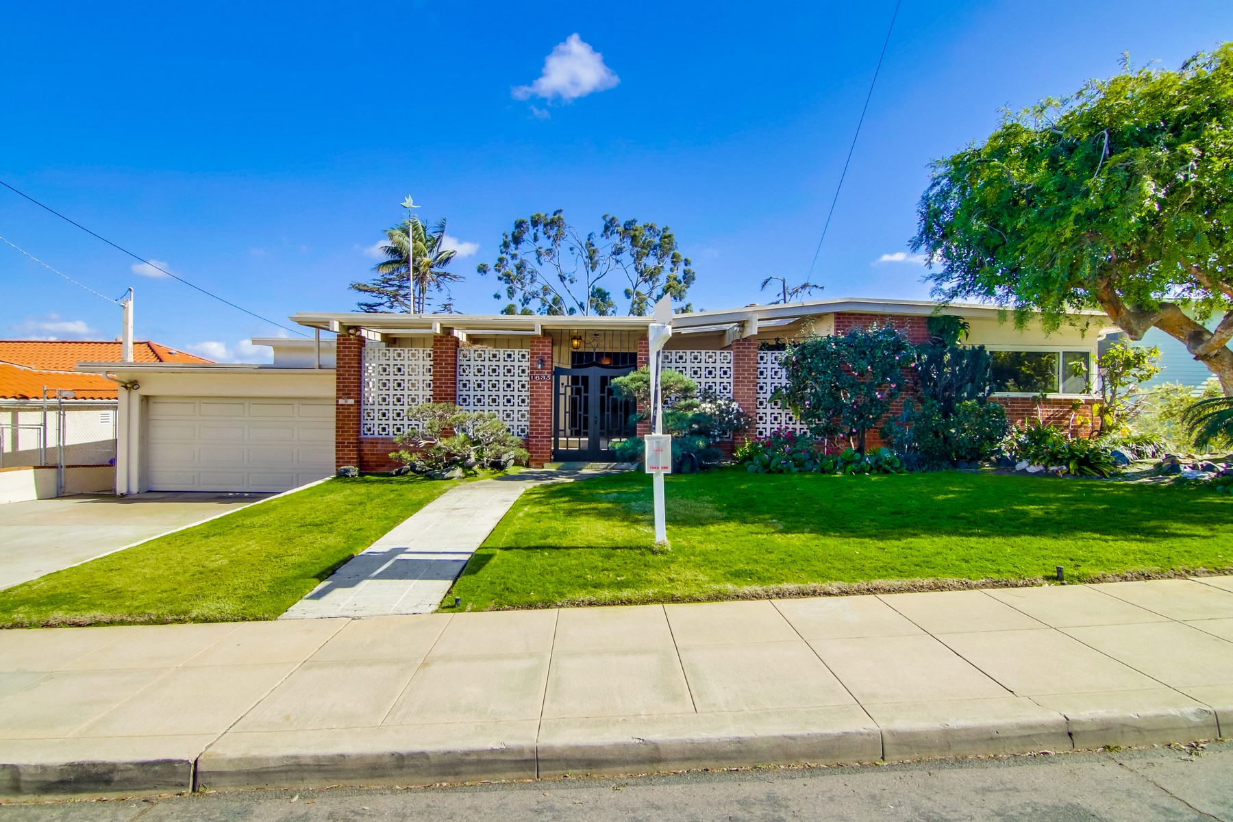 Single Family Home for Sale at 1635 Plum St San Diego, California, 92106 United States