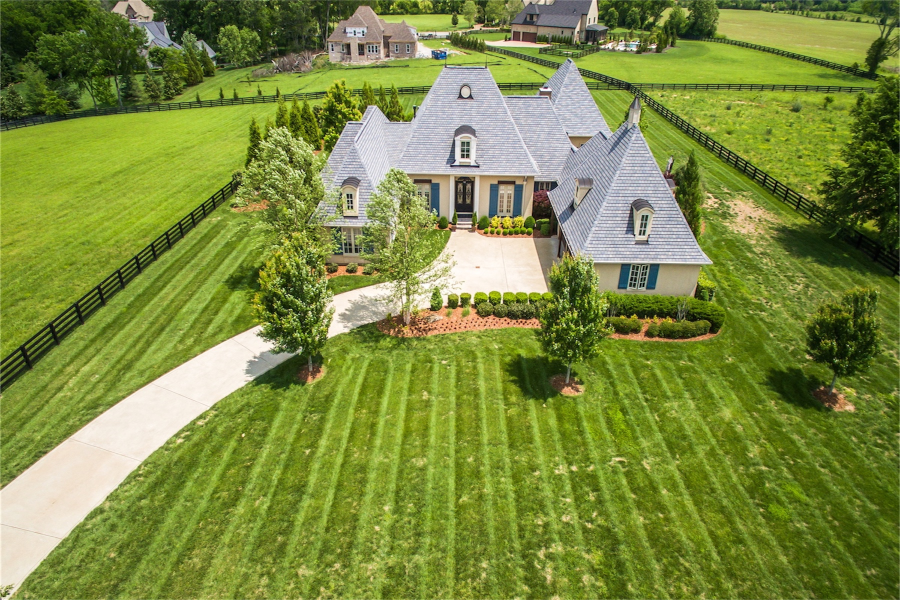 Casa Unifamiliar por un Venta en Picturesque French Country Masterpiece 5536 Hawks Landing Drive Arrington, Tennessee 37014 Estados Unidos