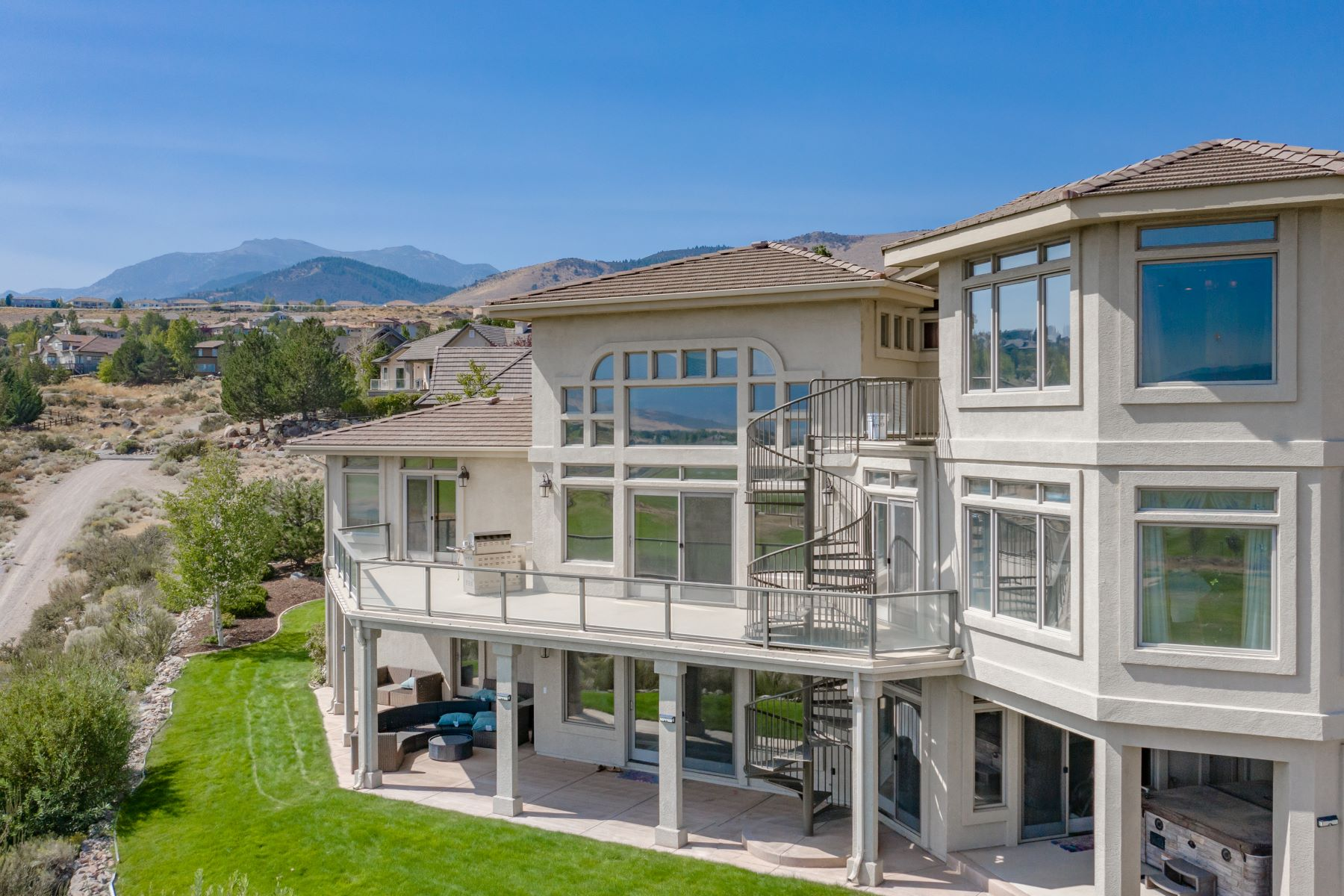 Single Family Homes 为 销售 在 Unmatched Views in ArrowCreek 10055 Trailside Court ??, ???? 89511 ??