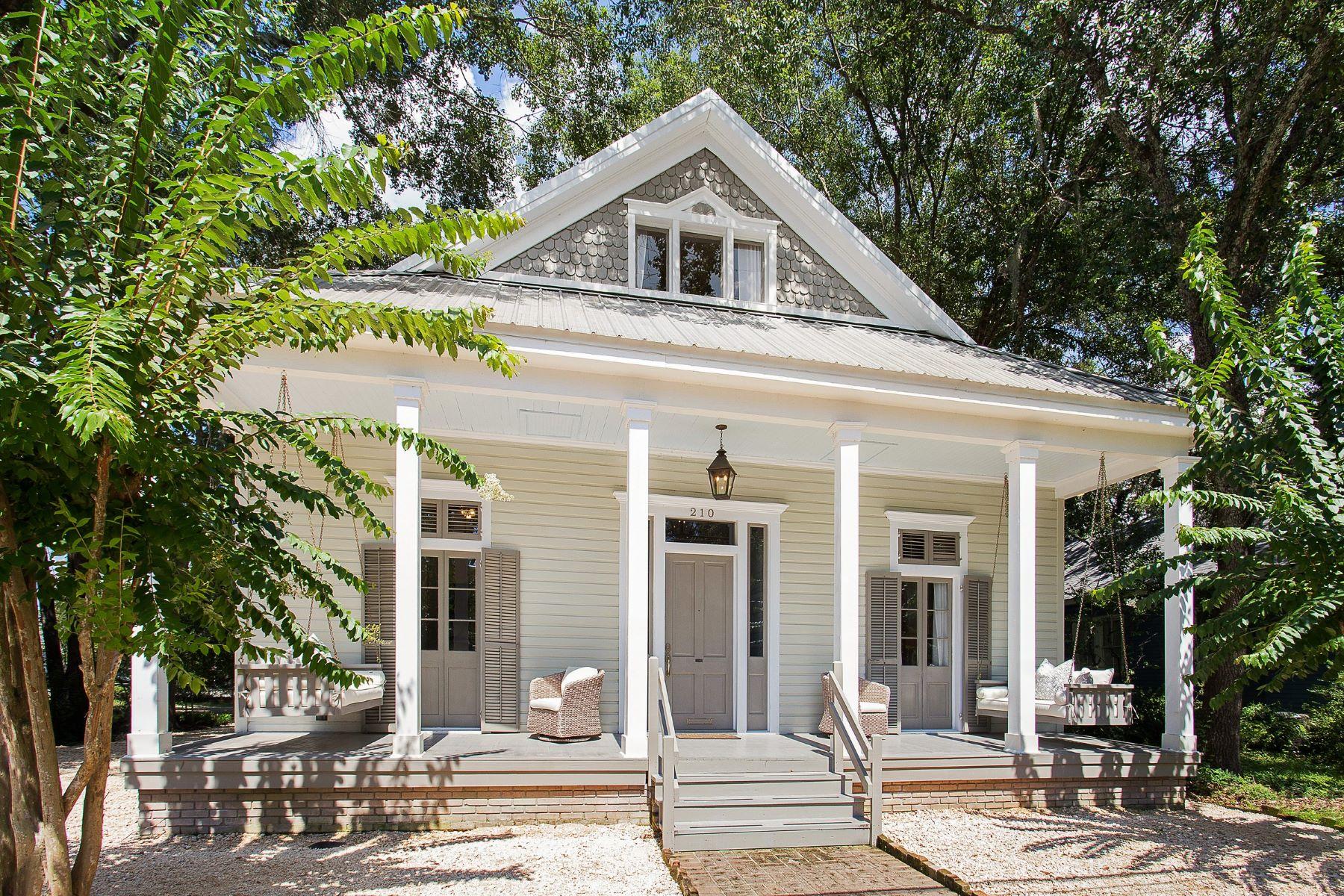 Villa per Vendita alle ore 210 North Florida Street, Covington 210 N Florida St Covington, Louisiana, 70433 Stati Uniti