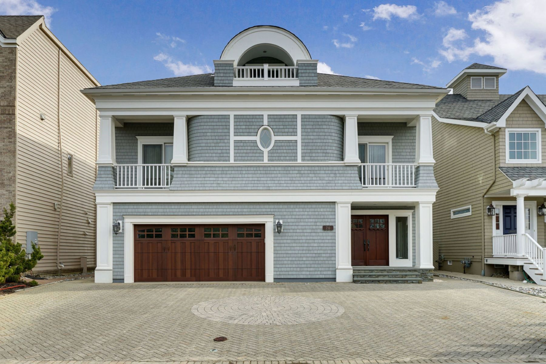 Single Family Homes pour l Vente à Directly on the Beach in Sea Girt 718 Morven Terrace, Sea Girt, New Jersey 08750 États-Unis