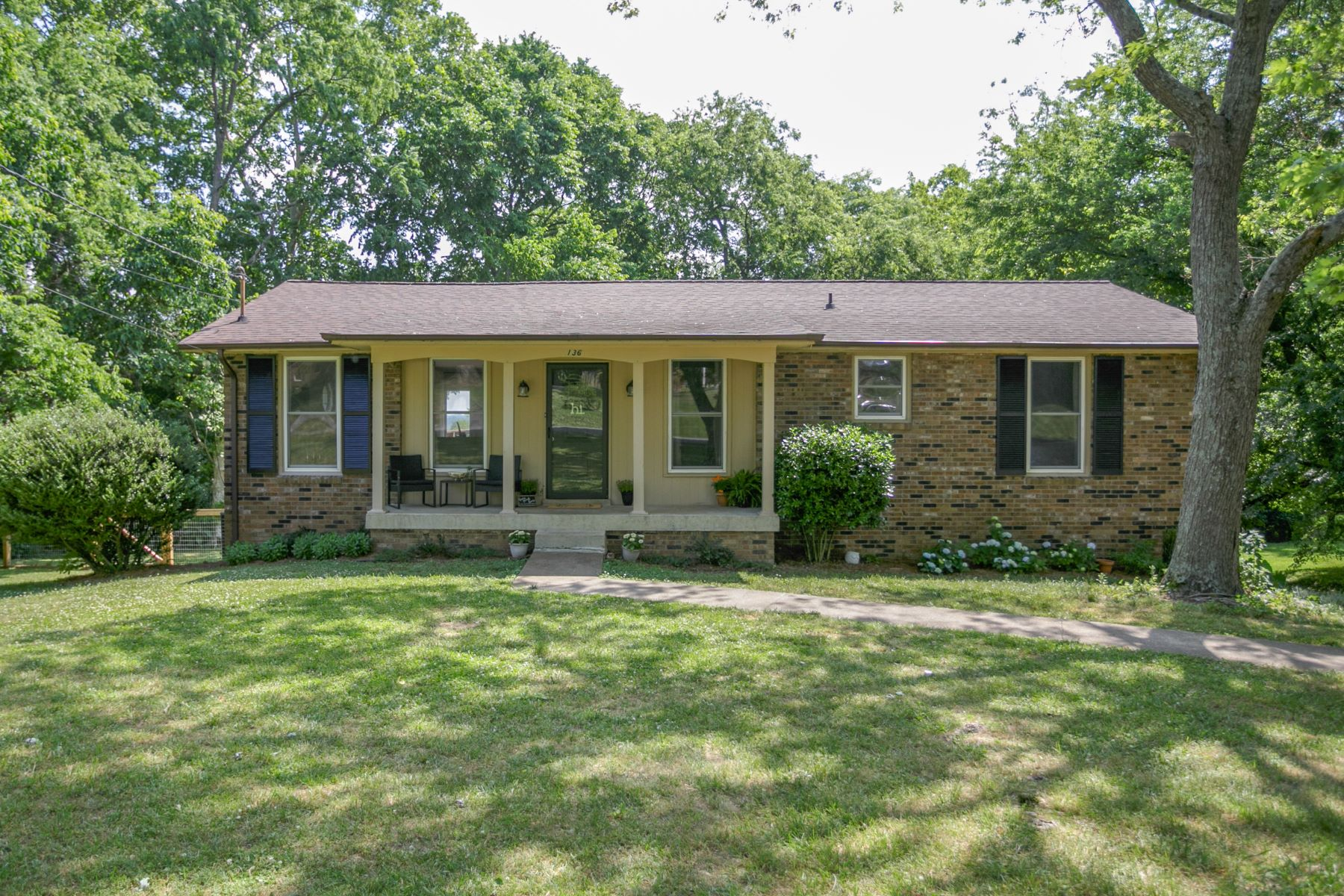 single family homes for Sale at Charming, Updated Brick Ranch, Just Minutes From The Lake! 136 Gatone Drive Hendersonville, Tennessee 37075 United States
