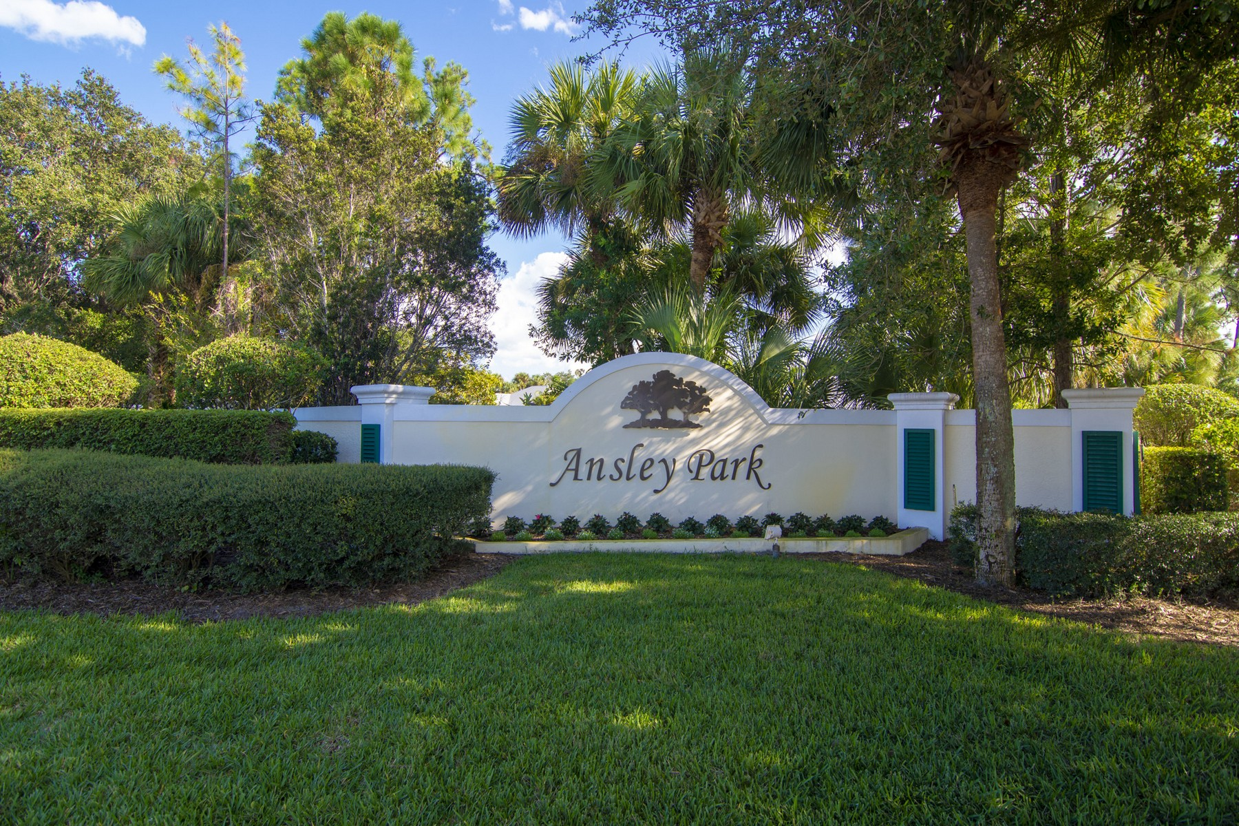 Additional photo for property listing at Meticulous, Private Pool, Generator, So Lovely! 1200 Buckhead Drive SW Vero Beach, Florida 32968 United States