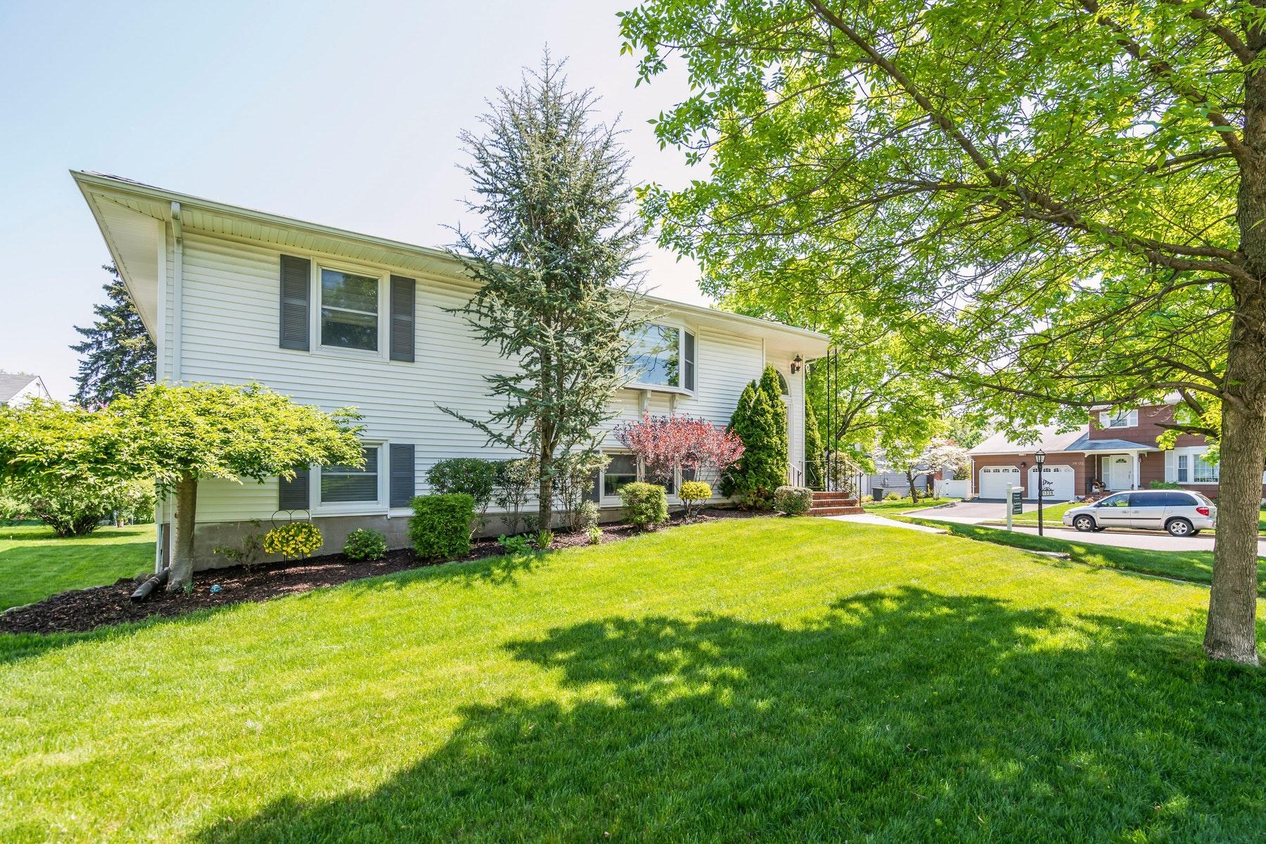 Maison unifamiliale pour l Vente à 13-39 Comerford Place 13-39 Comerford Place Fair Lawn, New Jersey 07410 États-Unis
