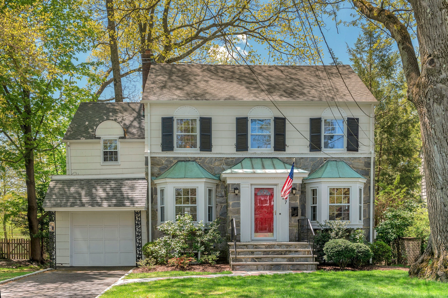 Single Family Homes for Sale at Classic Colonial 27 Birdseye Glen Verona, New Jersey 07044 United States