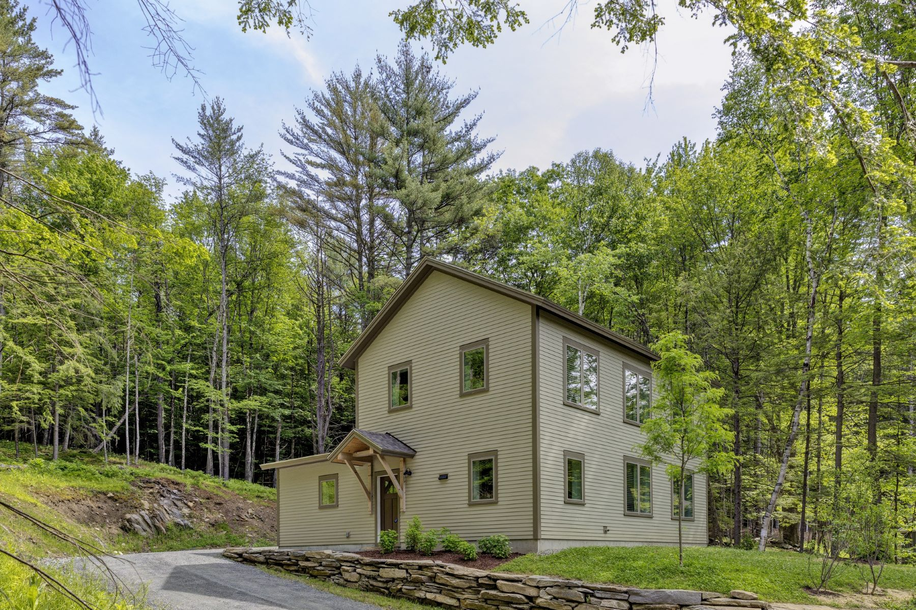 Single Family Homes for Sale at 207 Hartness Way 5328, Hartford 207 Hartness Way 5328 Hartford, Vermont 05059 United States