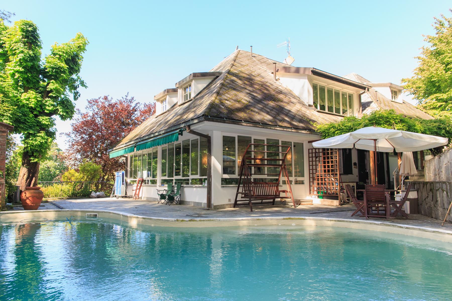 Vivienda unifamiliar por un Venta en Modern 80's villa with swimming pool Strada Cigala Moncalieri, Turin 10024 Italia