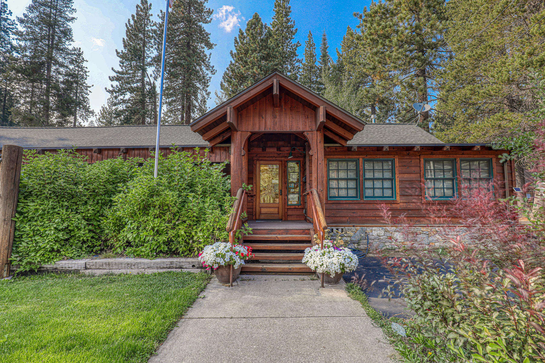 Donner Lake Live/Work Opportunity 15826 Donner Pass Rd. Truckee, California 96161 Estados Unidos