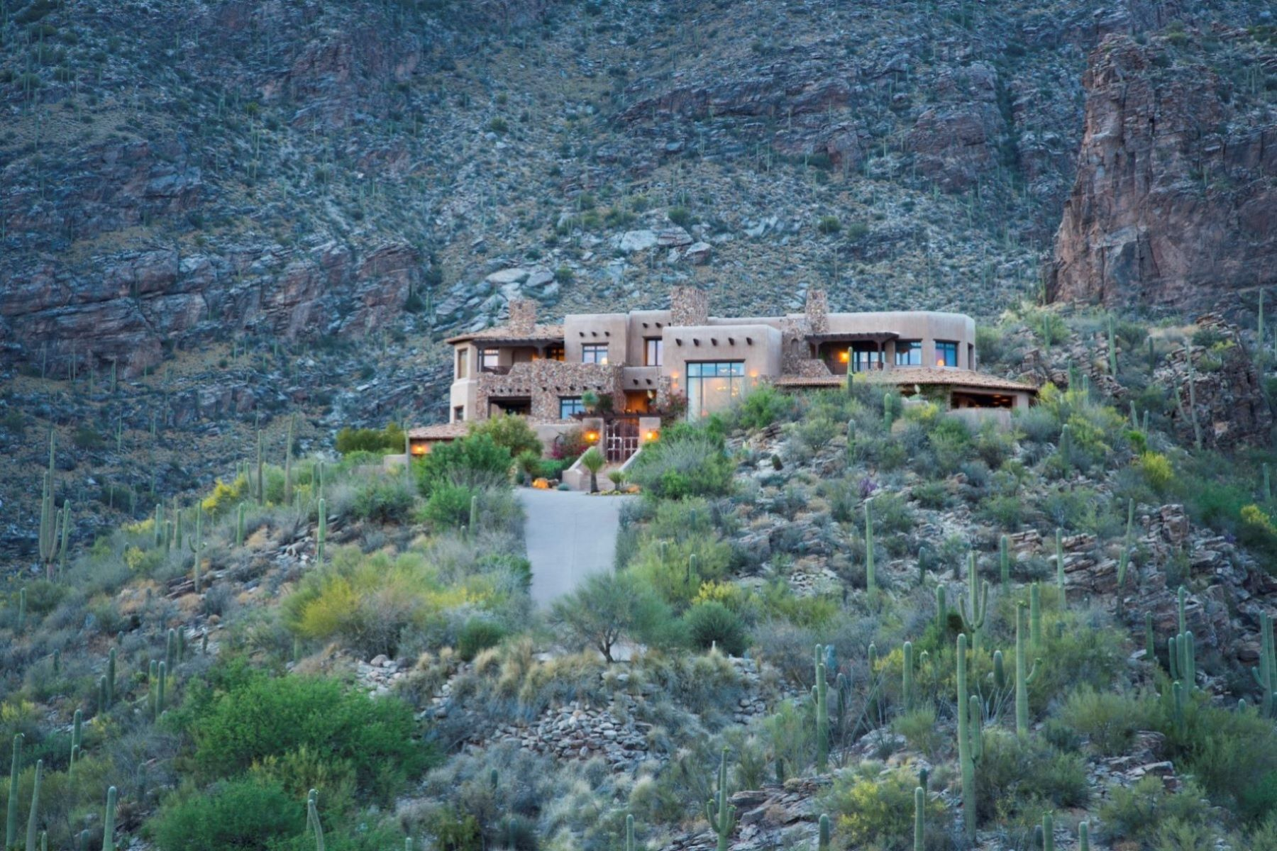 Single Family Homes for Active at Private, Luxurious Estate with Exceptional Views 6799 N Rattlesnake Canyon Road Tucson, Arizona 85750 United States