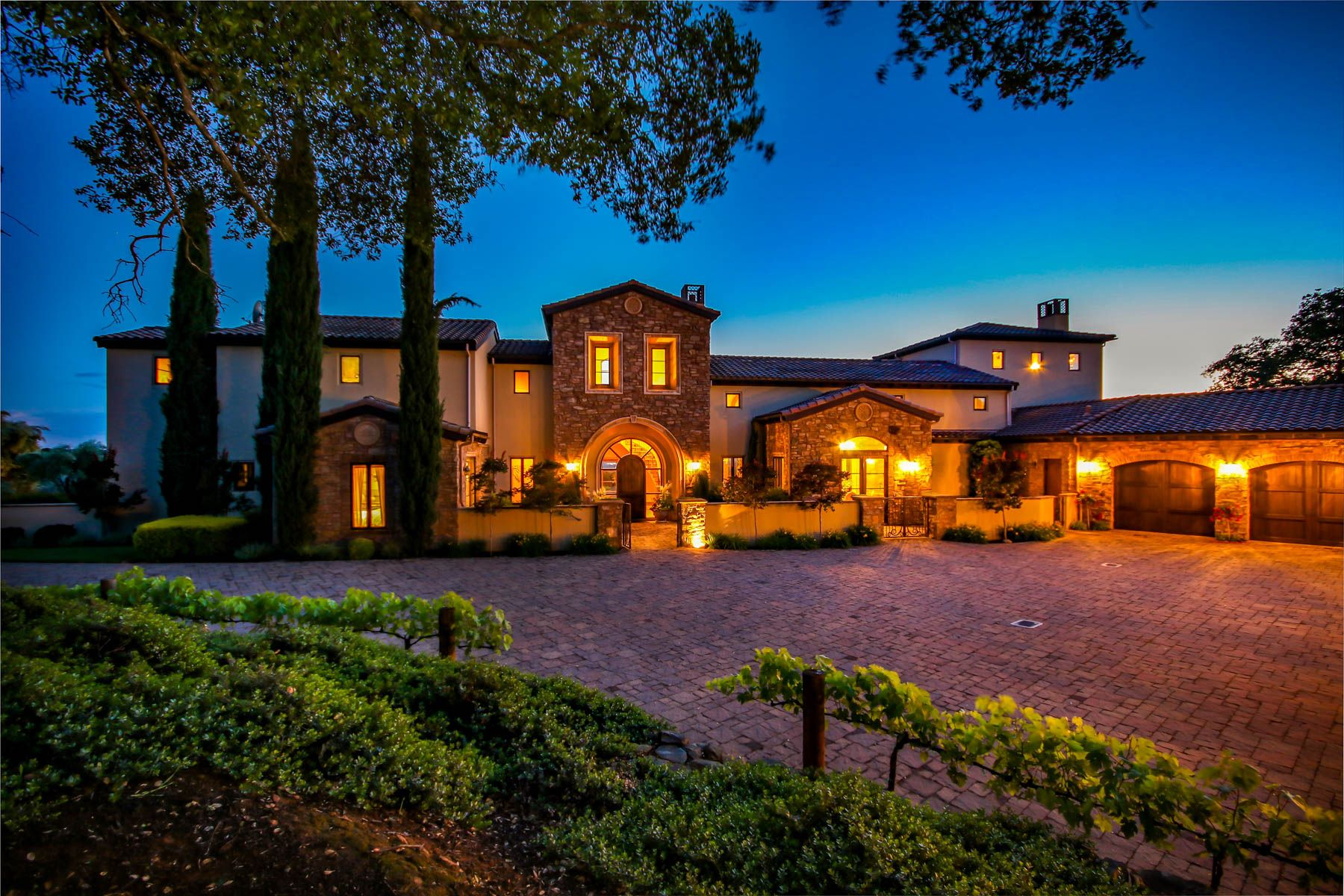 Single Family Homes for Active at 5310 Blue Oak Ranch Rd, Auburn, CA 95602 5310 Blue Oak Ranch Rd Auburn, California 95602 United States