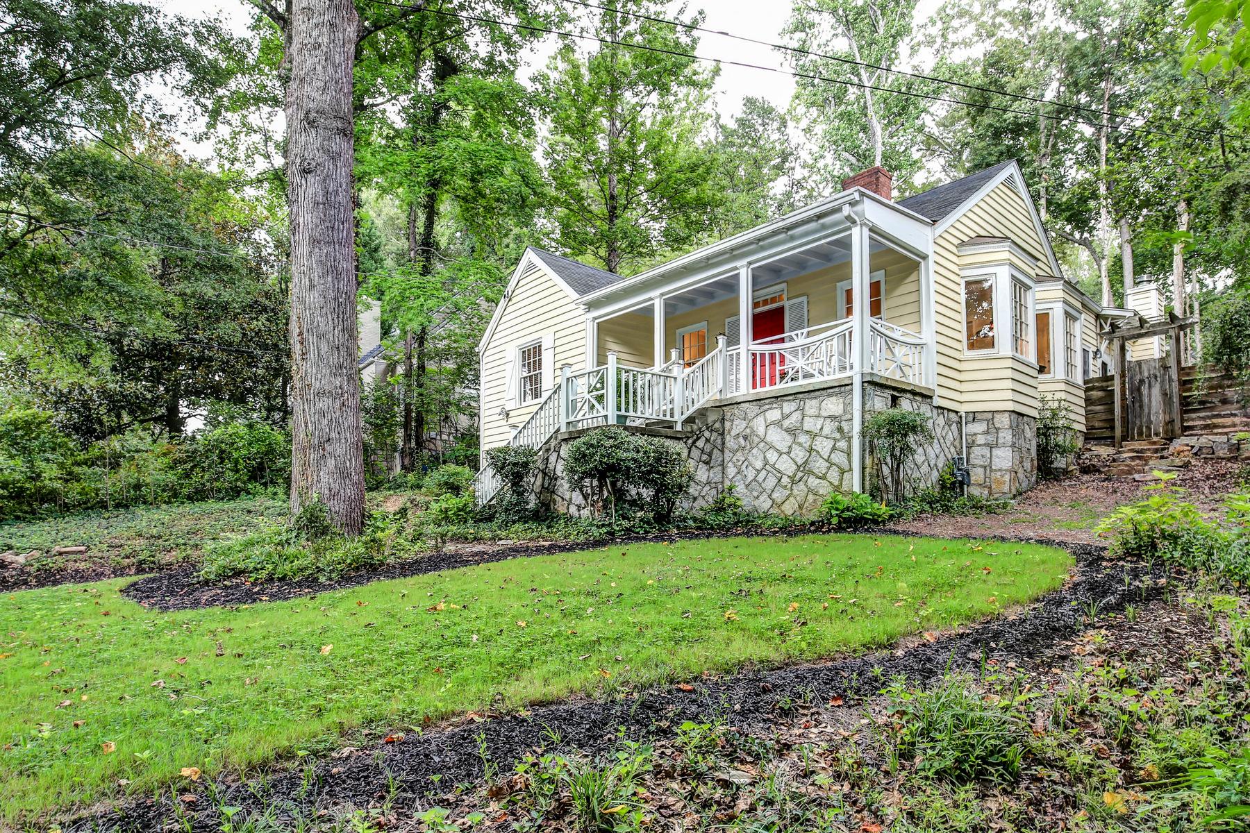 Maison unifamiliale pour l Vente à This May Be The Cutest Home On A Street That Boasts Some Of The Prettiest Houses 323 Glendale Avenue Decatur, Georgia, 30030 États-Unis