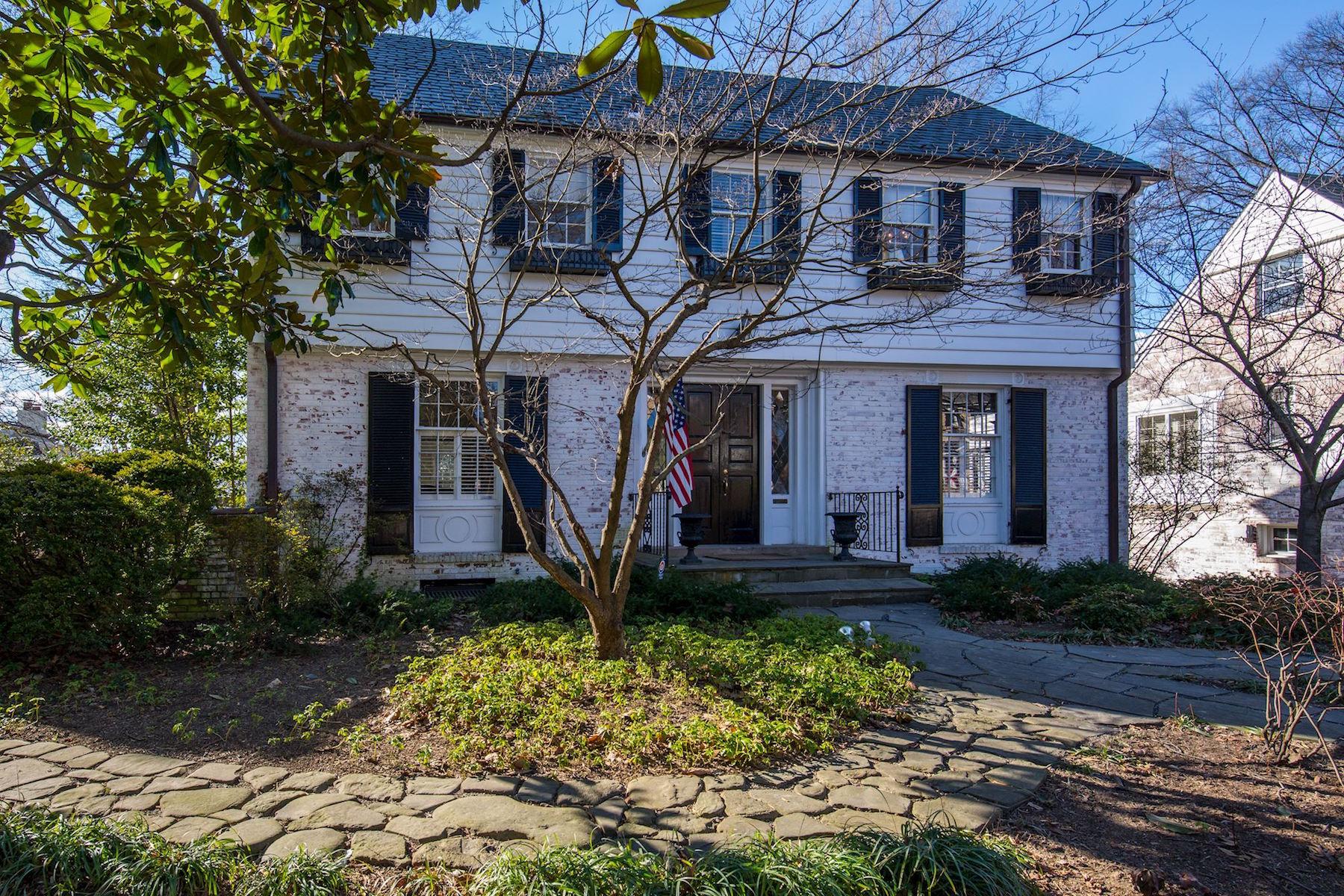 Maison unifamiliale pour l Vente à Kent 4911 Palisade Ln Washington, District De Columbia, 20016 États-Unis