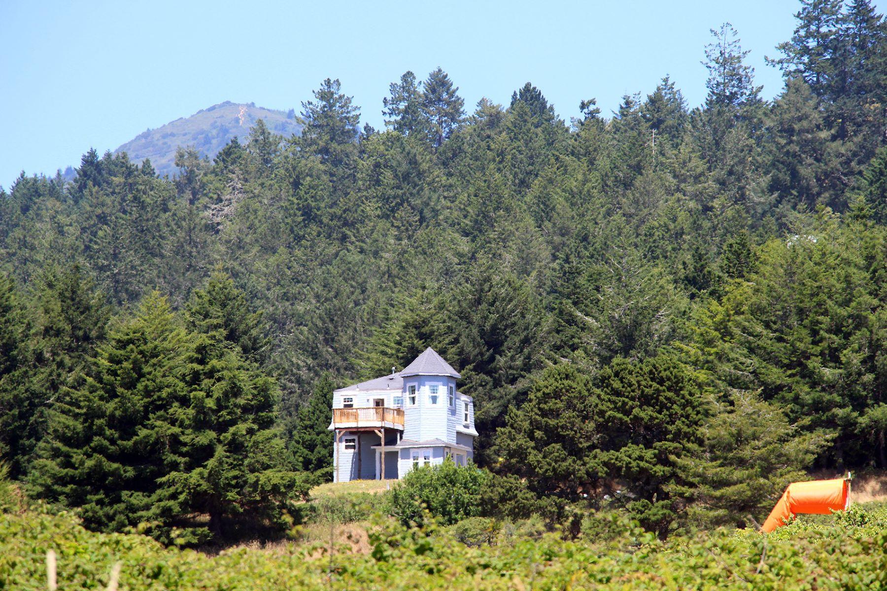 Частный односемейный дом для того Продажа на Cape Cod style home with amazing ocean views 9487 Shelter Cove Road Shelter Cove, Калифорния, 95589 Соединенные Штаты
