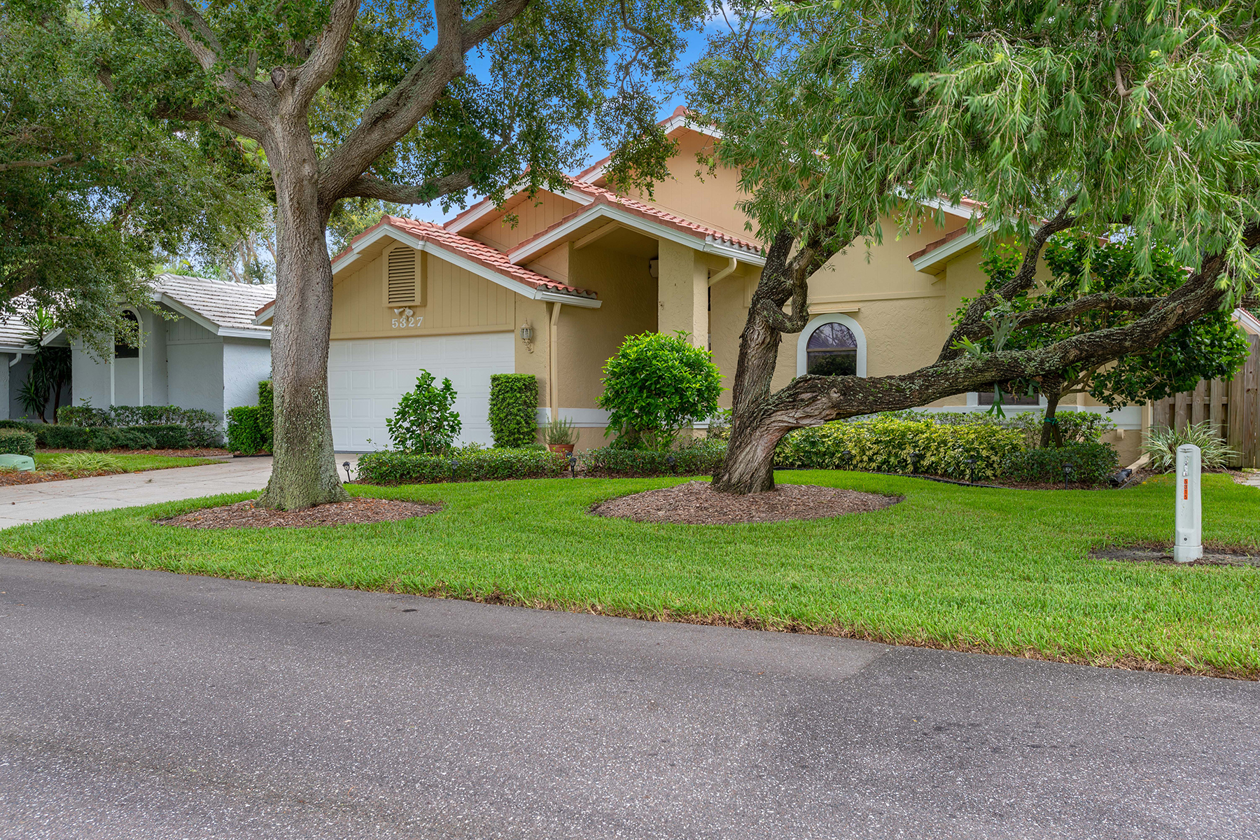 Single Family Homes for Sale at 5327 Venice Way St. Petersburg, Florida 33703 United States