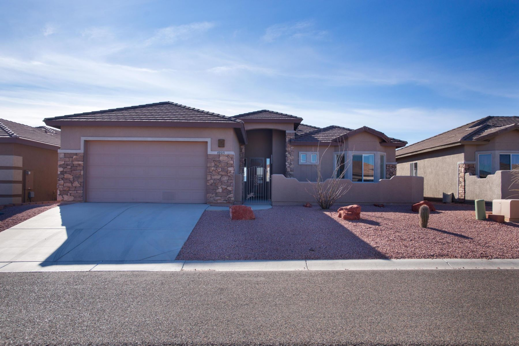 Single Family Homes for Sale at Executive Southwest Home 4905 E Boulder Canyon Drive Cornville, Arizona 86325 United States