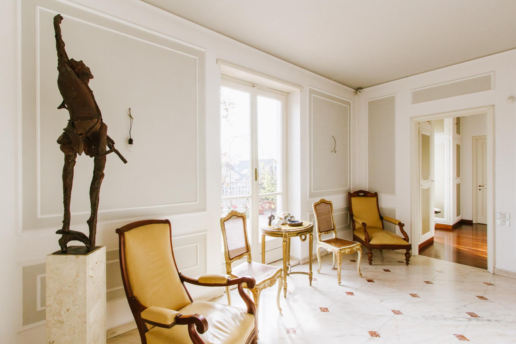 Additional photo for property listing at Exquisite apartment in prestigious building Via Lamarmora Torino, Turin 10121 Italia