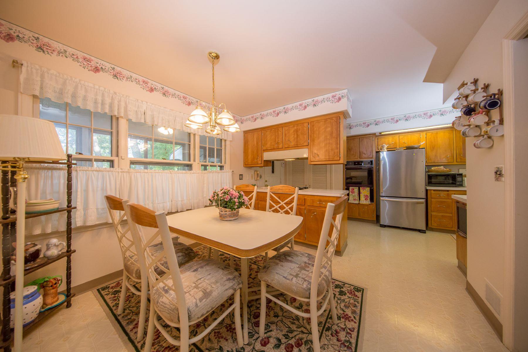 Частный односемейный дом для того Продажа на Charming Center Hall Colonial 659 Navaho Trl, Franklin Lakes, Нью-Джерси, 07417 Соединенные Штаты