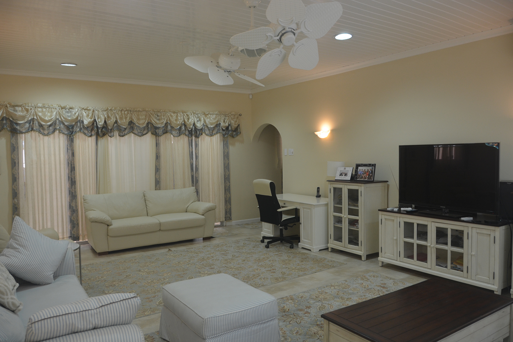 Additional photo for property listing at On level Villa infront of the Caribbean Ocean Malmok, Aruba Aruba