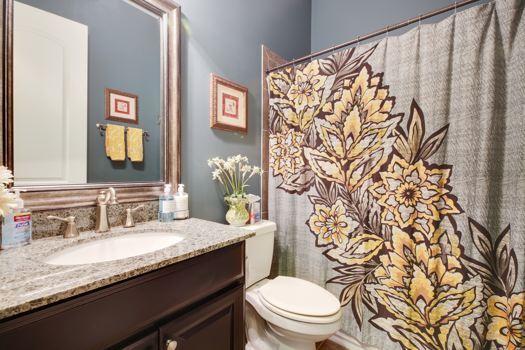 Additional photo for property listing at Sophisticated Roswell Beauty In Private Community 1010 Taimen Drive Roswell, Georgia 30075 United States