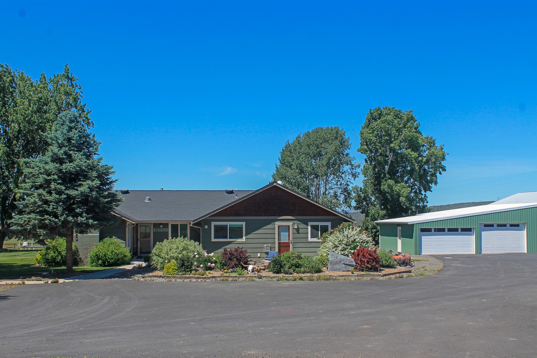Single Family Homes for Active at 6306 SW Valley View Road Powell Butte, OR 6306 Valley View Rd Powell Butte, Oregon 97753 United States