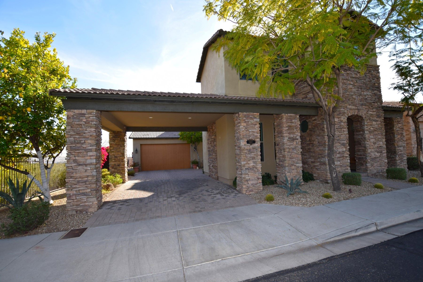 sales property at Meticulously cared fot custom home in Legend at Pinte Tapatio Cliff