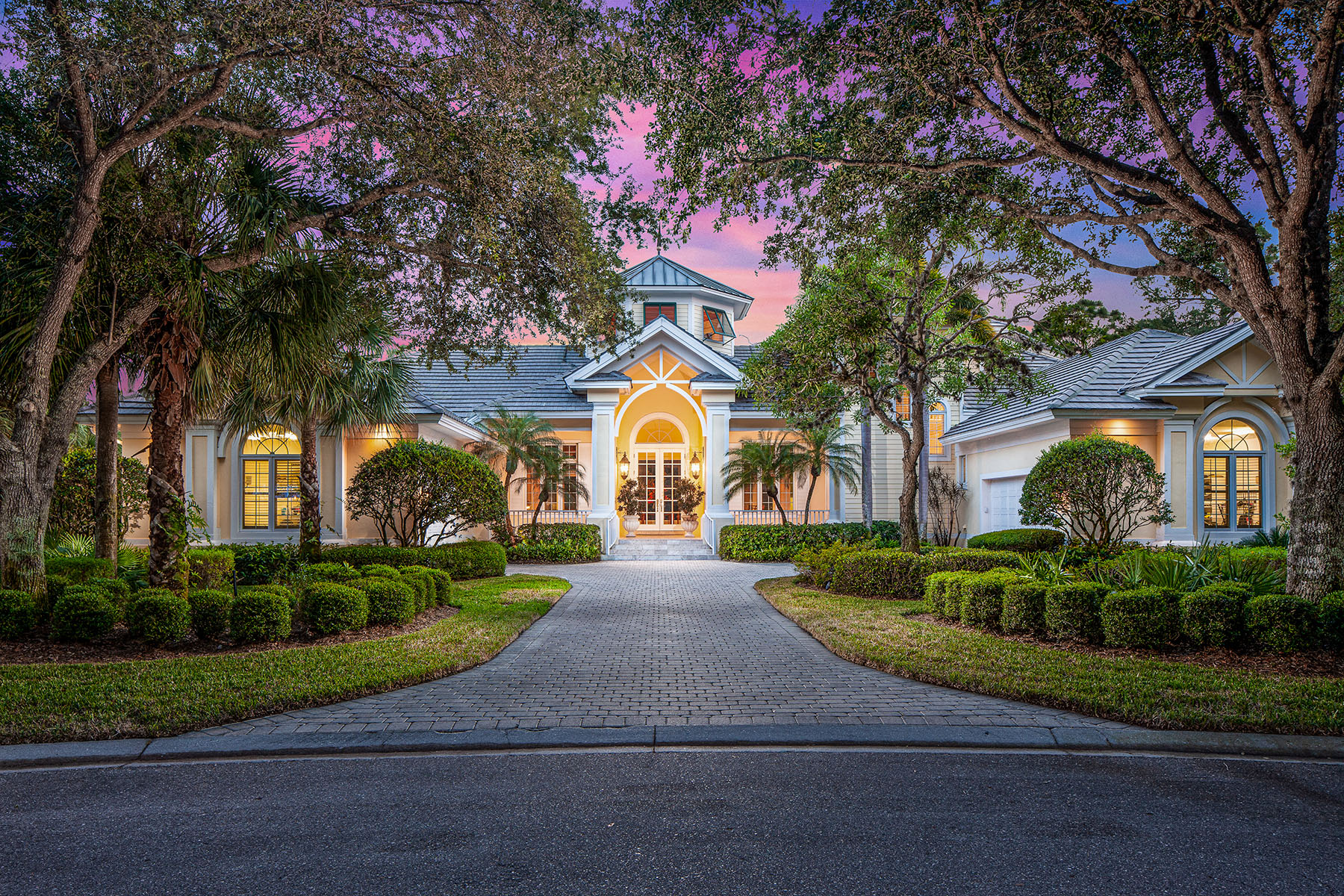 Single Family Homes 为 销售 在 COLLIERS RESERVE 1221 Pocantico Lane 那不勒斯, 佛罗里达州 34110 美国