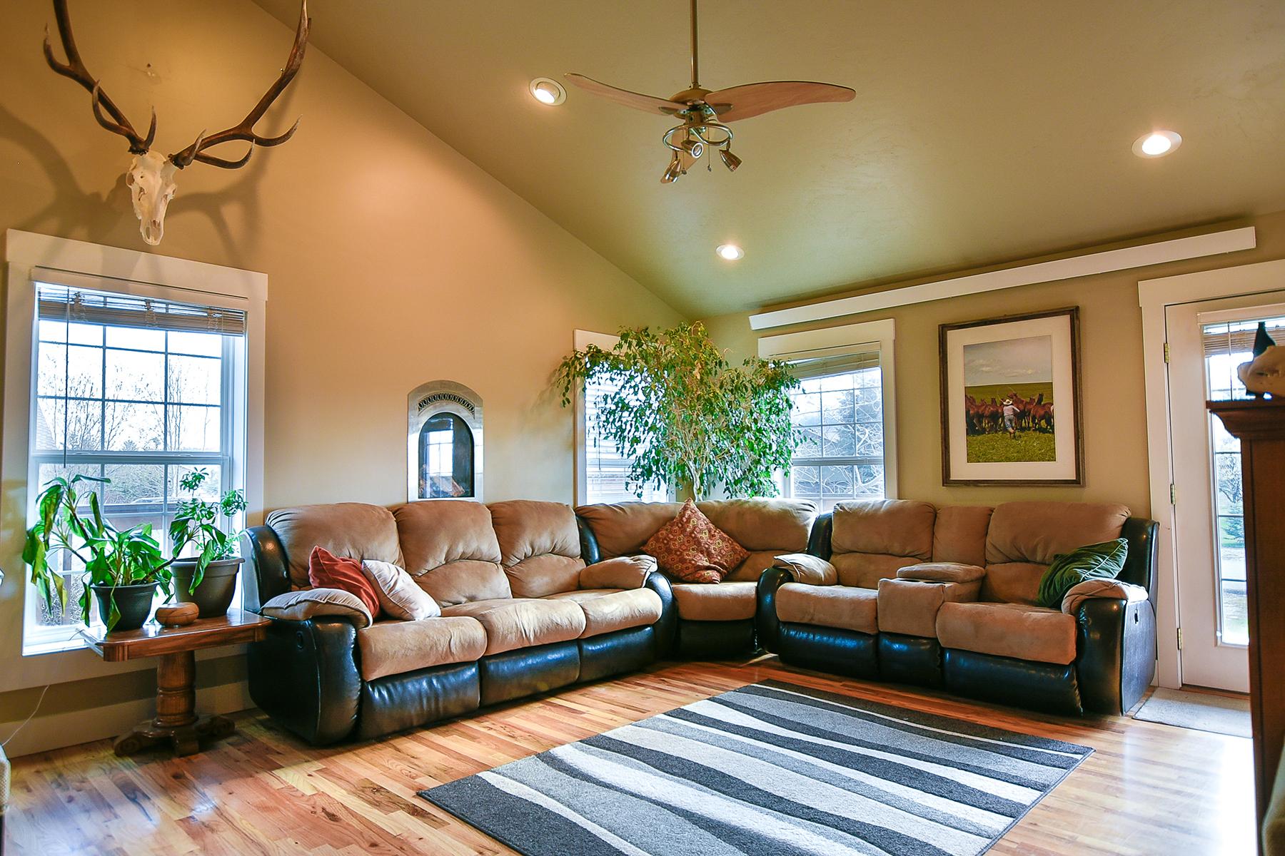 Single Family Homes voor Verkoop op Alpine, Wyoming 83128 Verenigde Staten