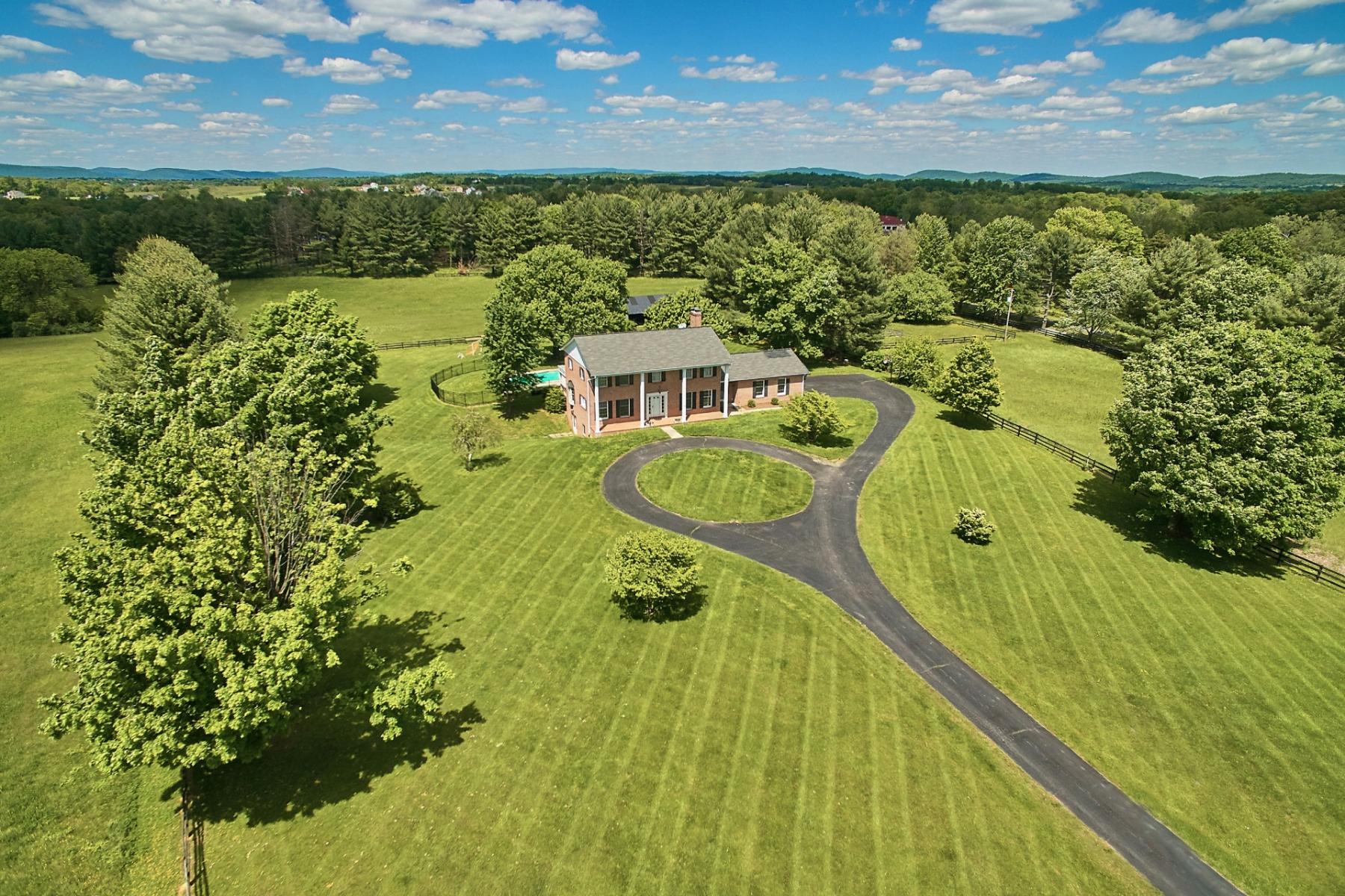 独户住宅 为 销售 在 OLD WHEATLAND ROAD 38798 Old Wheatland Road 沃特福德, 弗吉尼亚州, 20197 美国