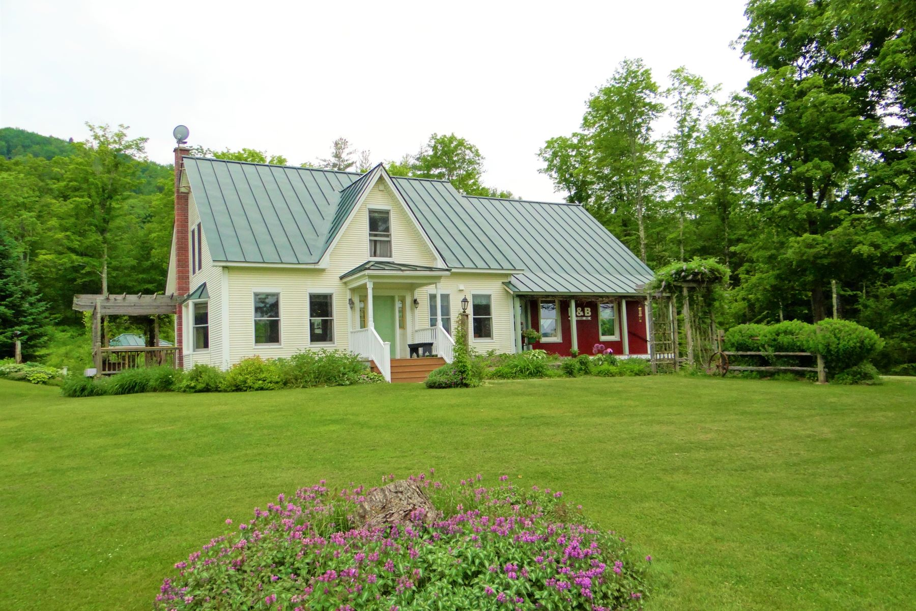 Single Family Home for Sale at 1217 Back River Road, Royalton 1217 Back River Rd Royalton, Vermont 05068 United States