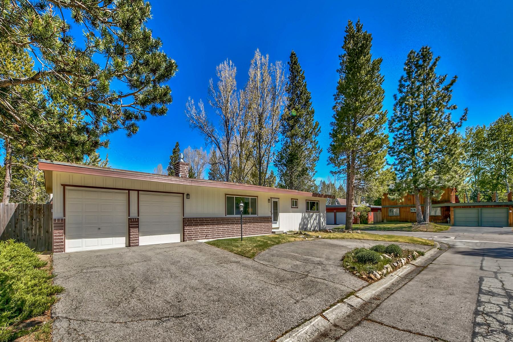 Property 为 销售 在 2255 Inverness Drive, South Lake Tahoe, CA 96150 2255 Inverness Drive 南太浩湖, 加利福尼亚州 96150 美国