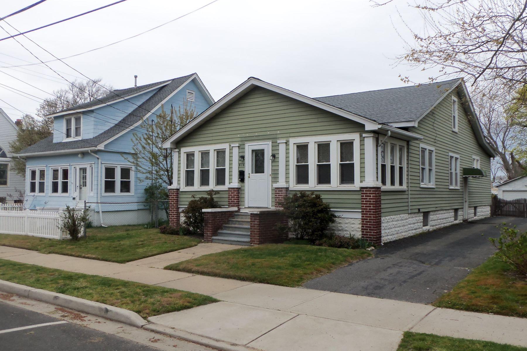Maison unifamiliale pour l Vente à Charming Craftsman Cottage 516 13th Ave Belmar, New Jersey 07719 États-Unis