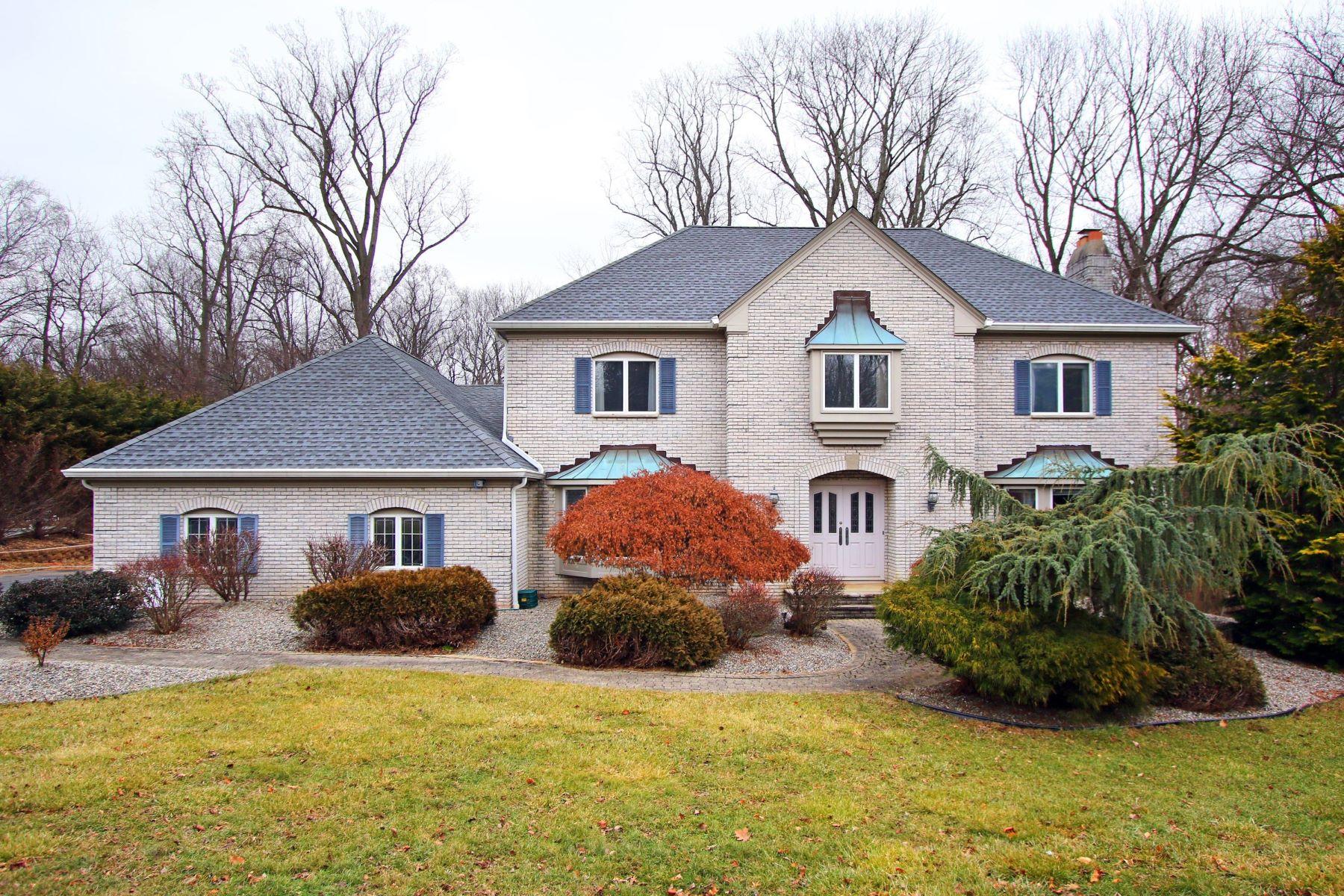 단독 가정 주택 용 매매 에 Magnificent Brick Front Colonial 65 Takolusa Dr. Holmdel, 뉴저지 07733 미국