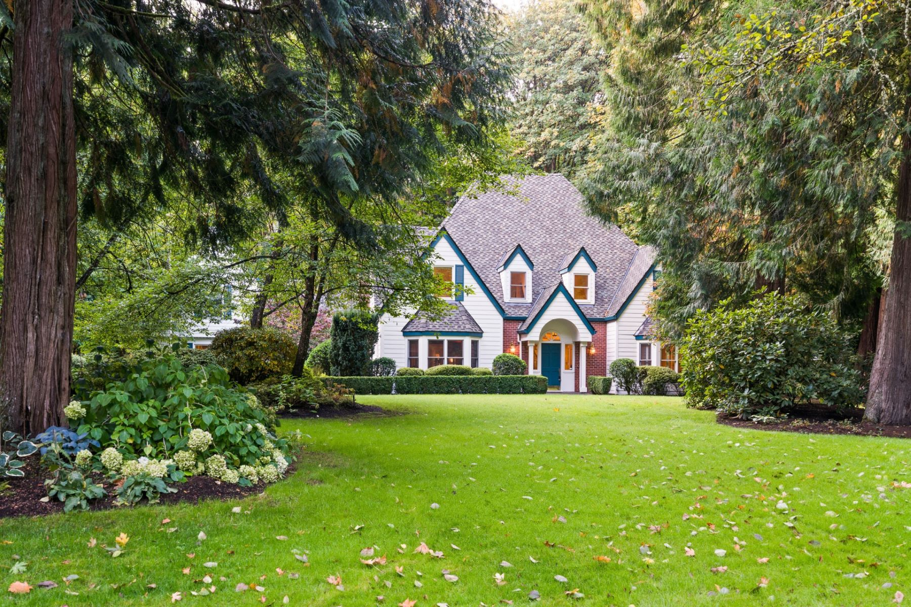 Single Family Homes pour l Vente à Ashdown Woods Traditional 602 SW Ashdown Circle, West Linn, Oregon 97068 États-Unis