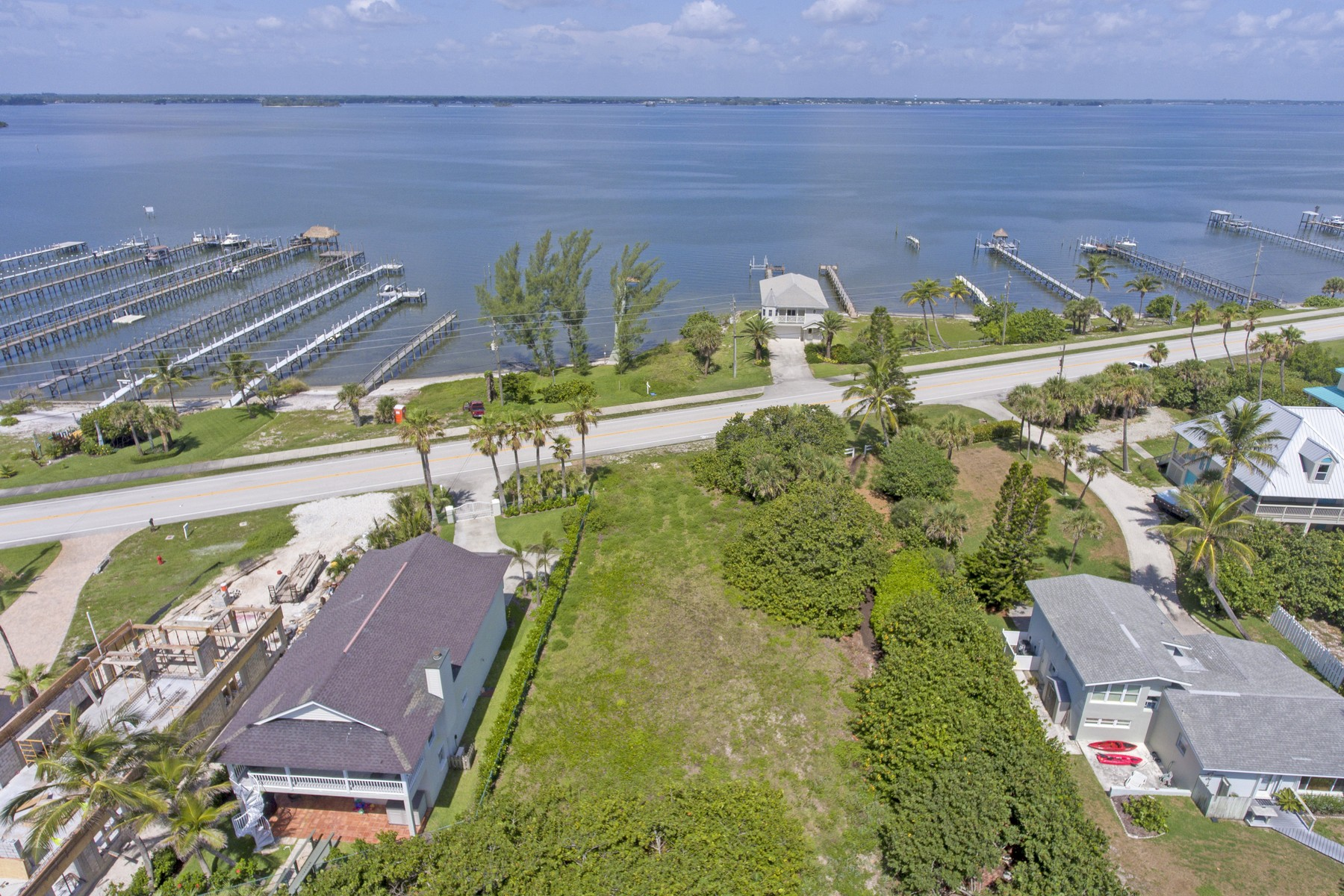 Property por un Venta en This Ocean to River Homesite is a Treasure Hunter's Dream! 12810 Highway A1A Vero Beach, Florida 32963 Estados Unidos