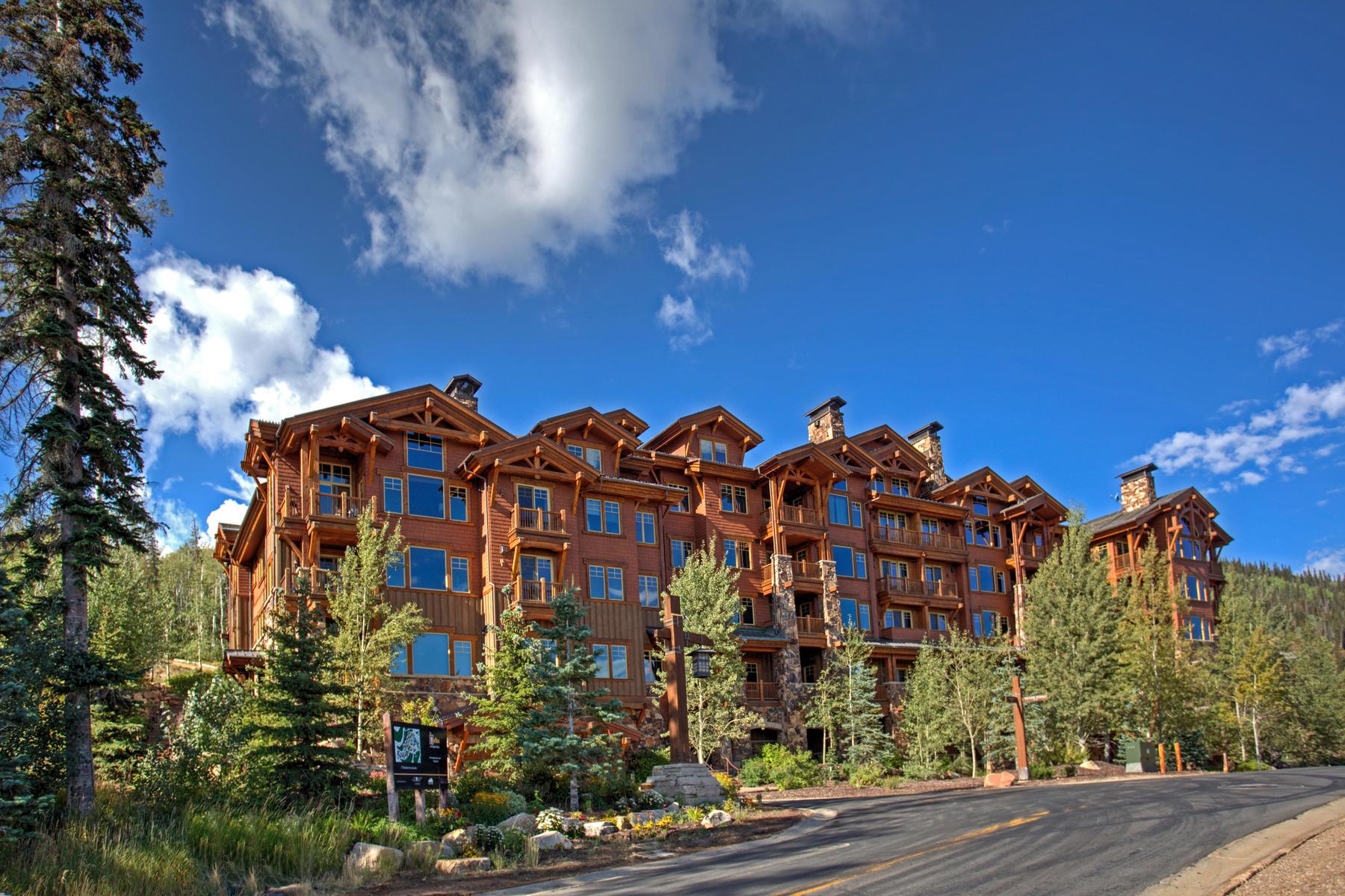 Copropriété pour l Vente à Beautifully Updated Residence with Ski Access and Amazing Views 8777 Marsac Ave #301 Park City, Utah, 84060 États-Unis