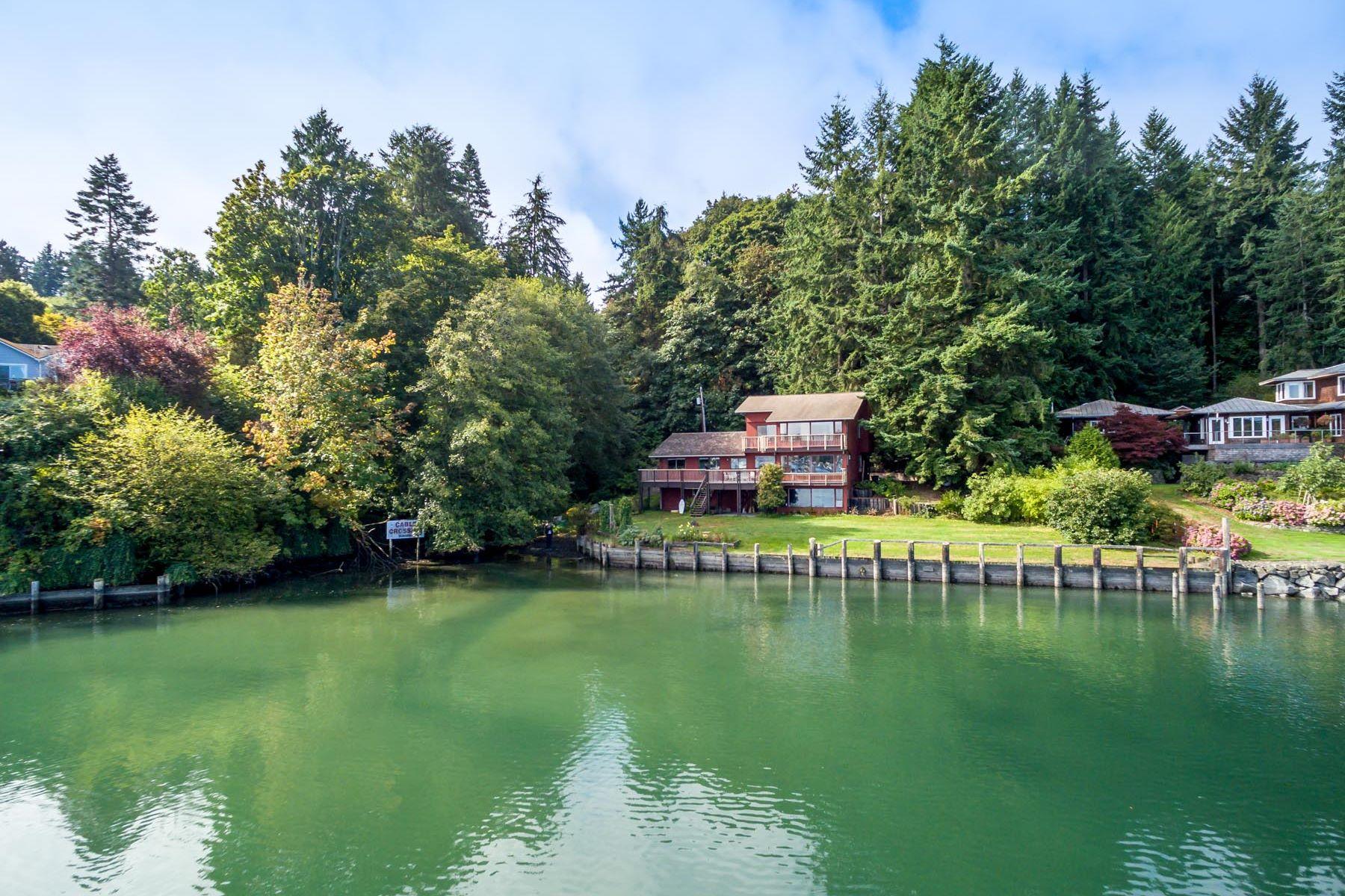 Casa Unifamiliar por un Venta en Island Living on Eagle Harbor 5884 NE Eagle Harbor Dr Bainbridge Island, Washington, 98110 Estados Unidos