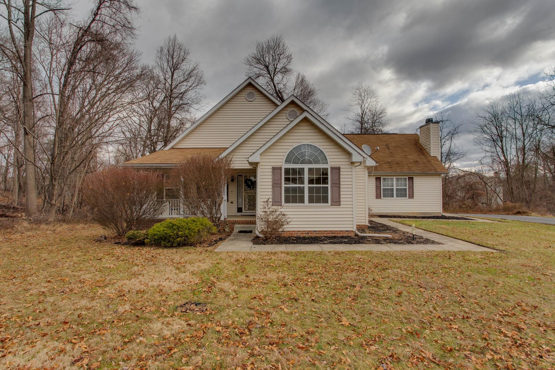 Single Family Homes por un Venta en Spacious Rancher in Owings Mills 77 Featherbed Lane Owings Mills, Maryland 21117 Estados Unidos