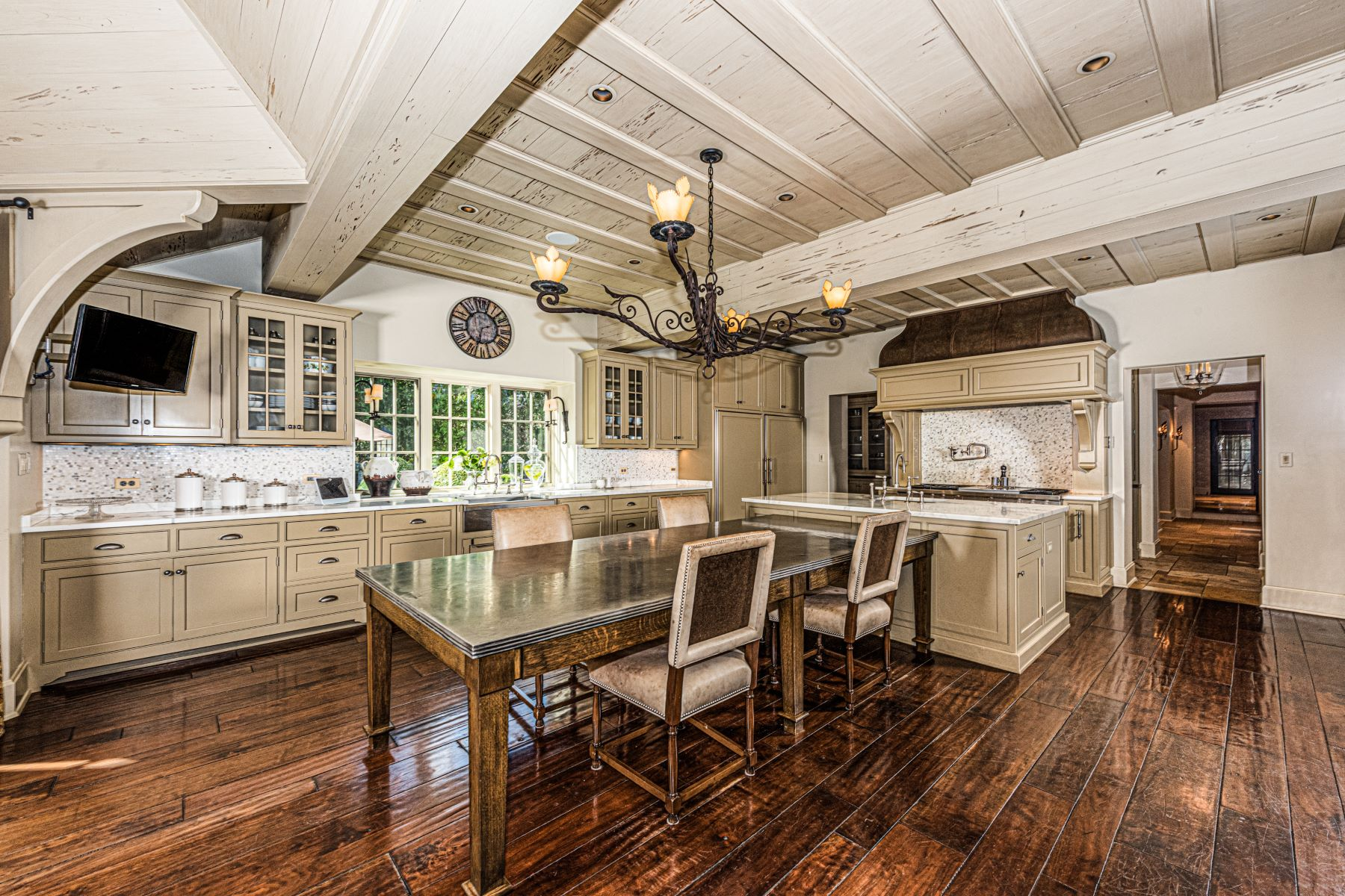 Additional photo for property listing at Versailles Inspired Estate in Prestigious Hinsdale 340 E 8th St Hinsdale - DuPage County, Illinois 60521 United States
