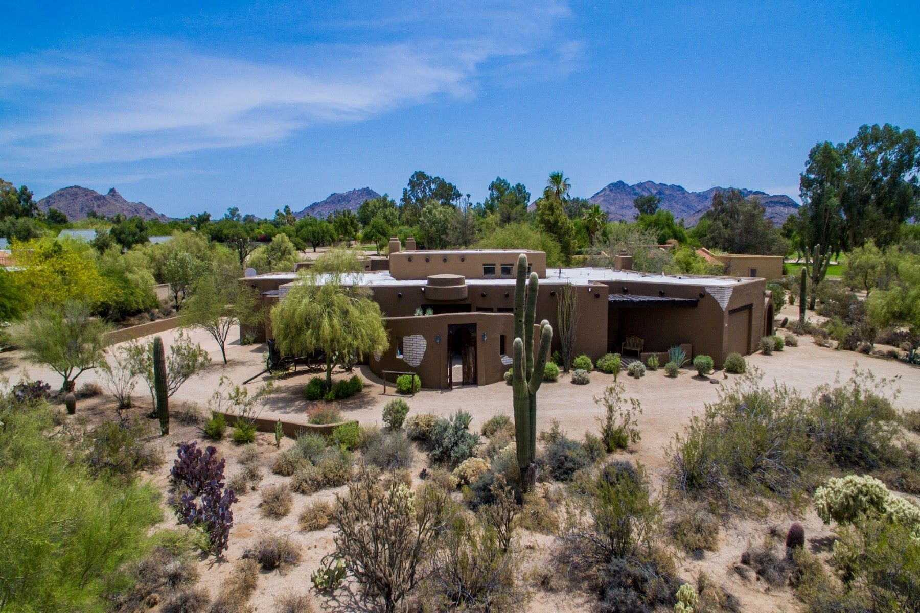 一戸建て のために 売買 アット Uniquely authentic Santa Fe property set in gated Pinnacle Peak Estates II 8124 E Via De Luna Dr Scottsdale, アリゾナ, 85255 アメリカ合衆国
