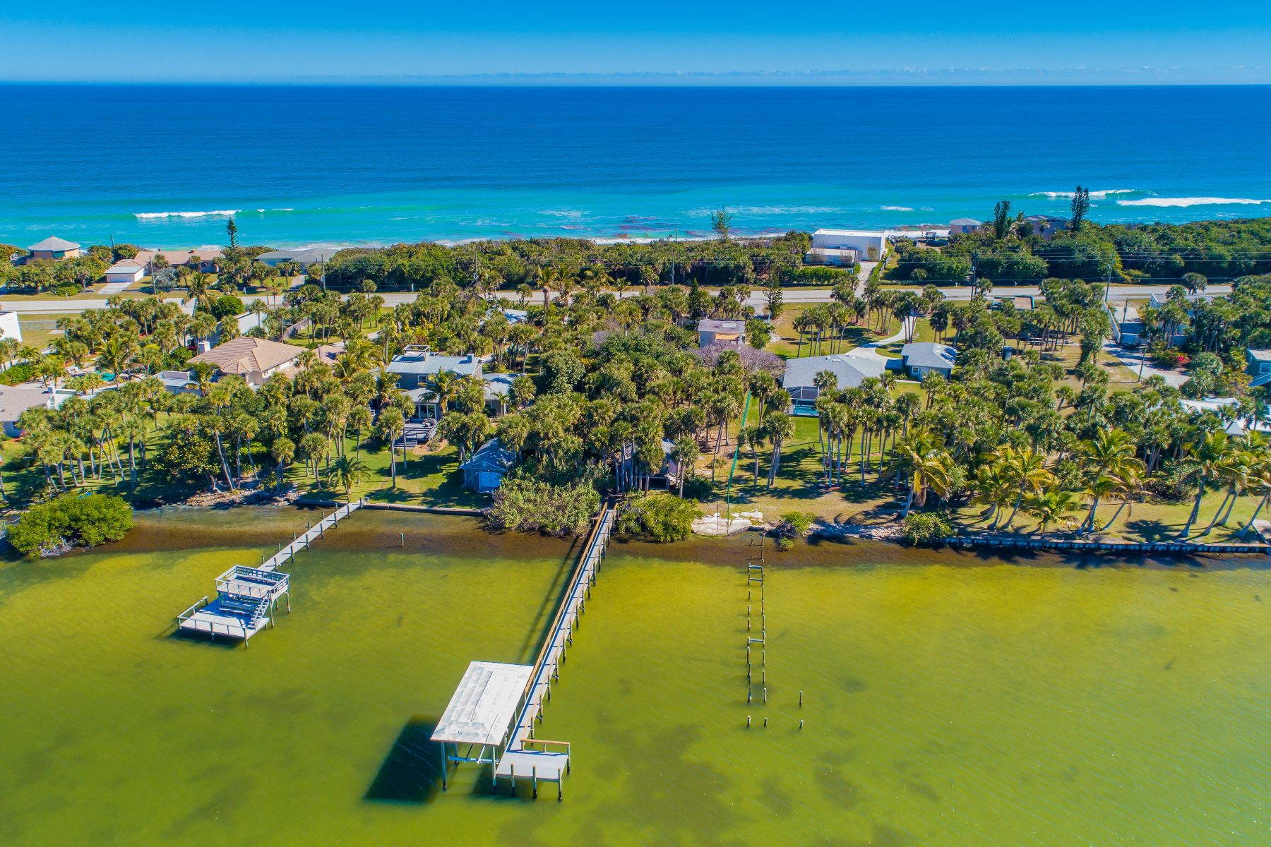 Additional photo for property listing at Premium Home site with Endless Potential. 8030 & 8035 S Highway A1A Melbourne Beach, Florida 32951 United States