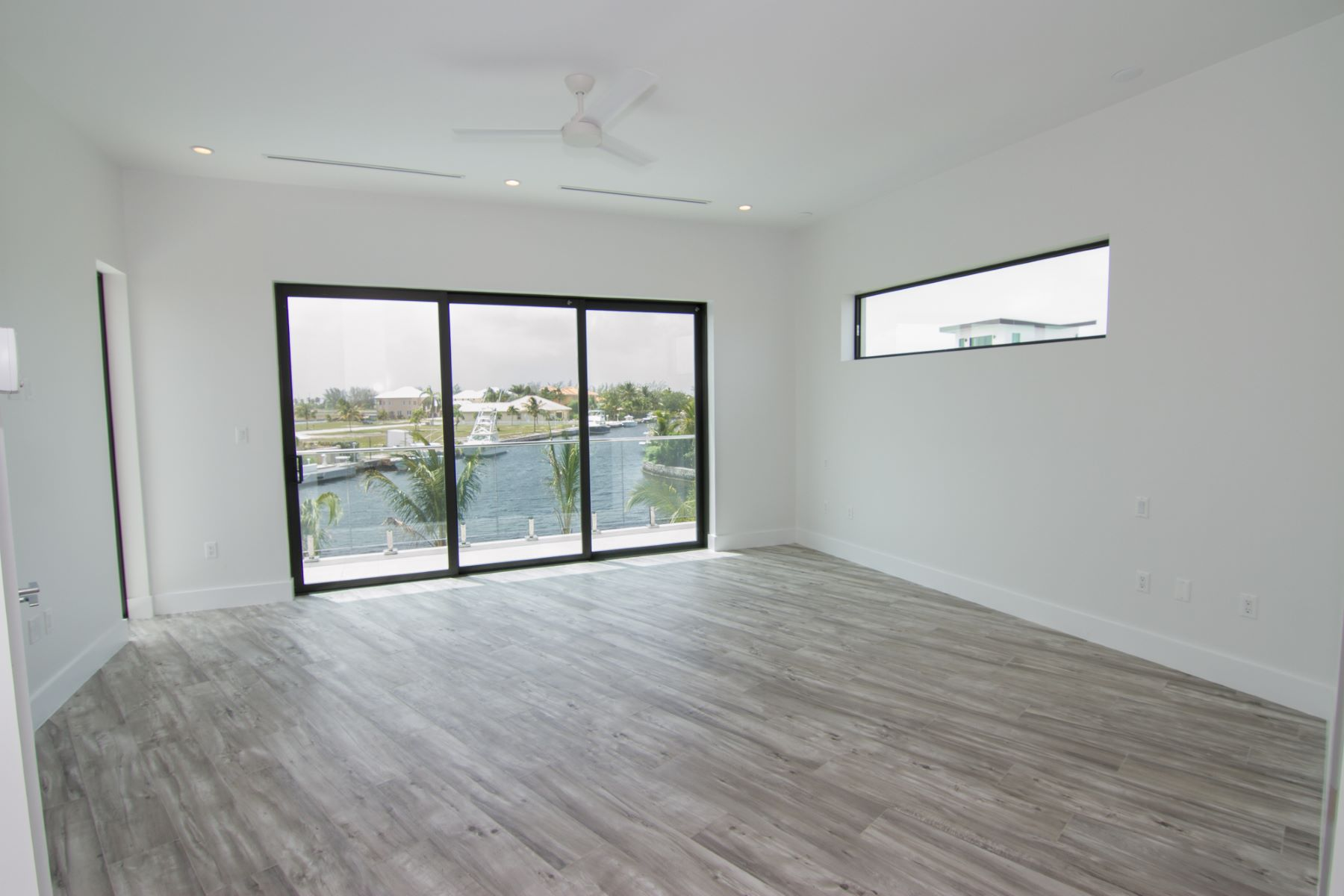 Additional photo for property listing at HQ, Hoya Quay Contemporary Crystal Harbour Home 水景港, 大开曼岛 开曼群岛