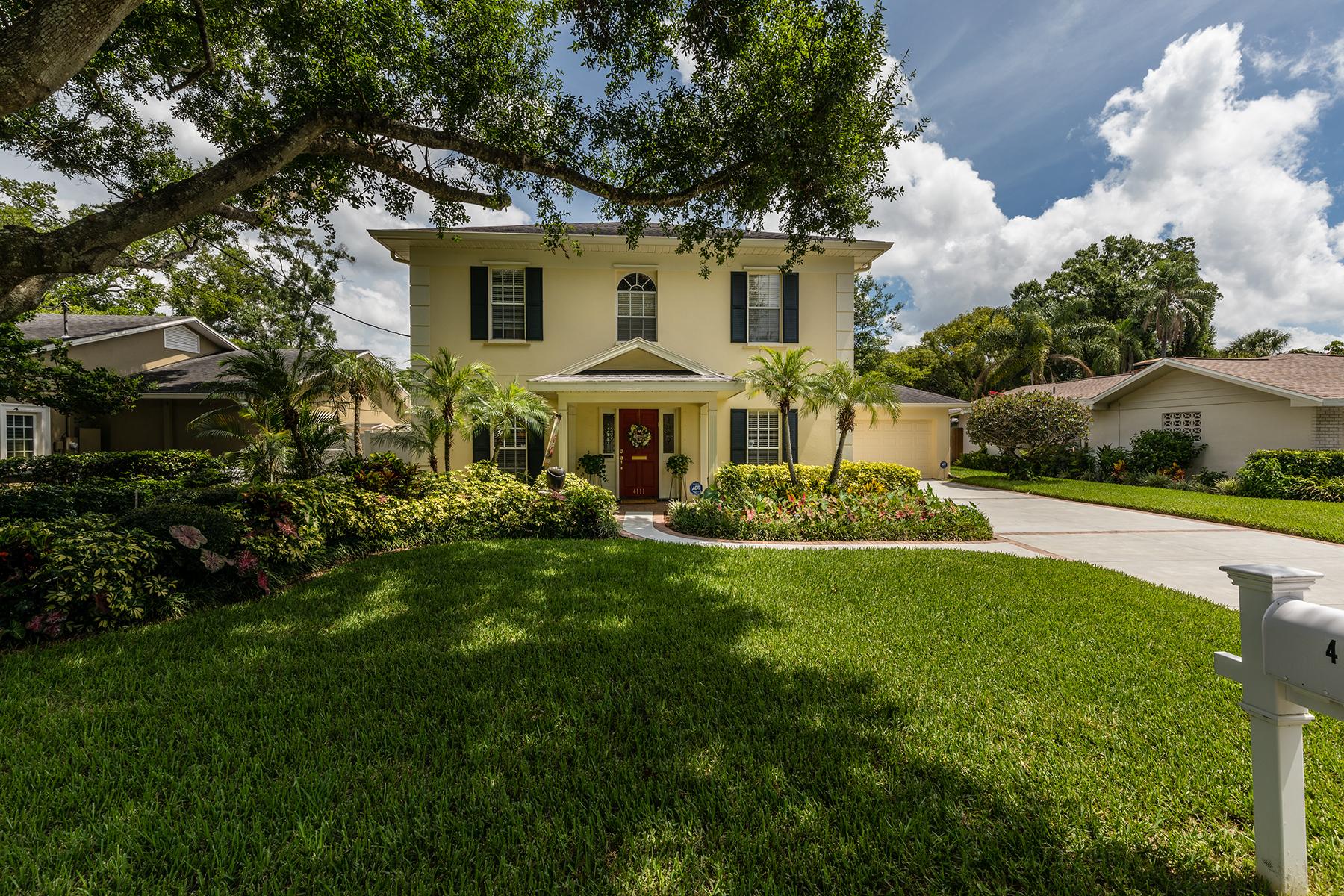 Casa Unifamiliar por un Venta en TAMPA 4111 W Corona St Tampa, Florida 33629 Estados Unidos
