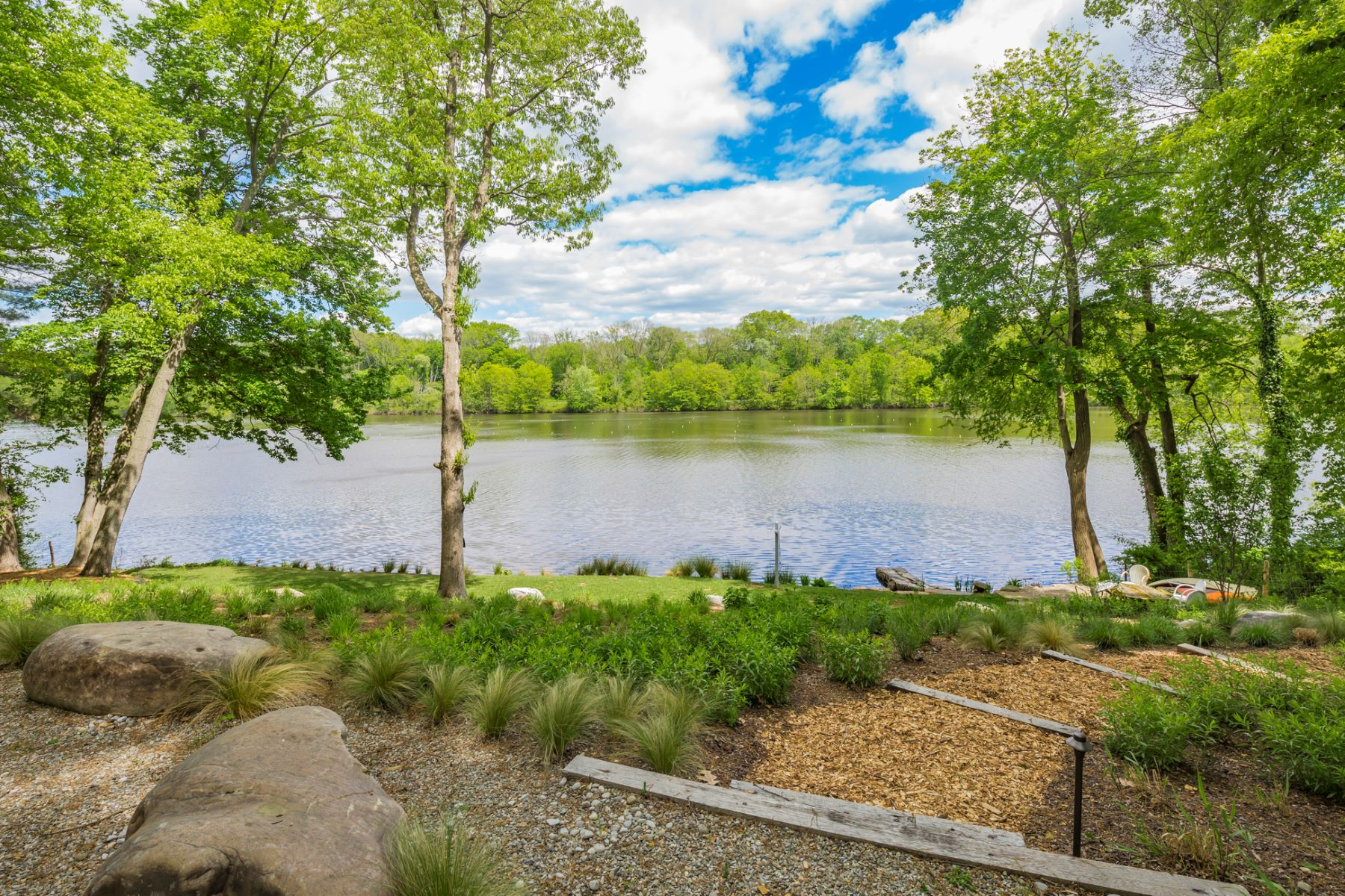 Terrain pour l Vente à Incredible Lakefront Lot Ready for Your Dream Home 369 Riverside Drive Princeton, New Jersey, 08540 États-Unis