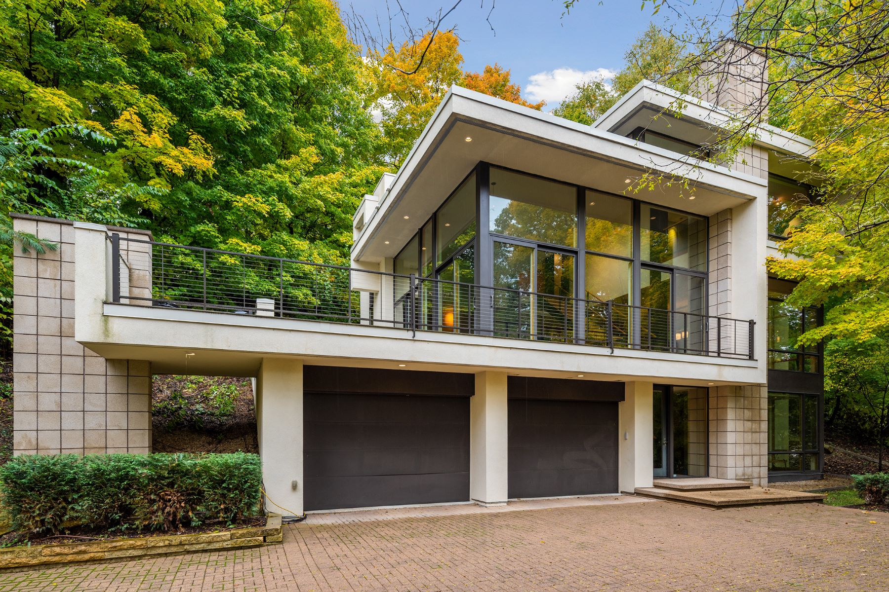 Single Family Homes 为 销售 在 Modern Masterpiece in Chanhassen Designed by Charles R. Stinson 7510 Frontier Trail 哈森, 明尼苏达州 55317 美国