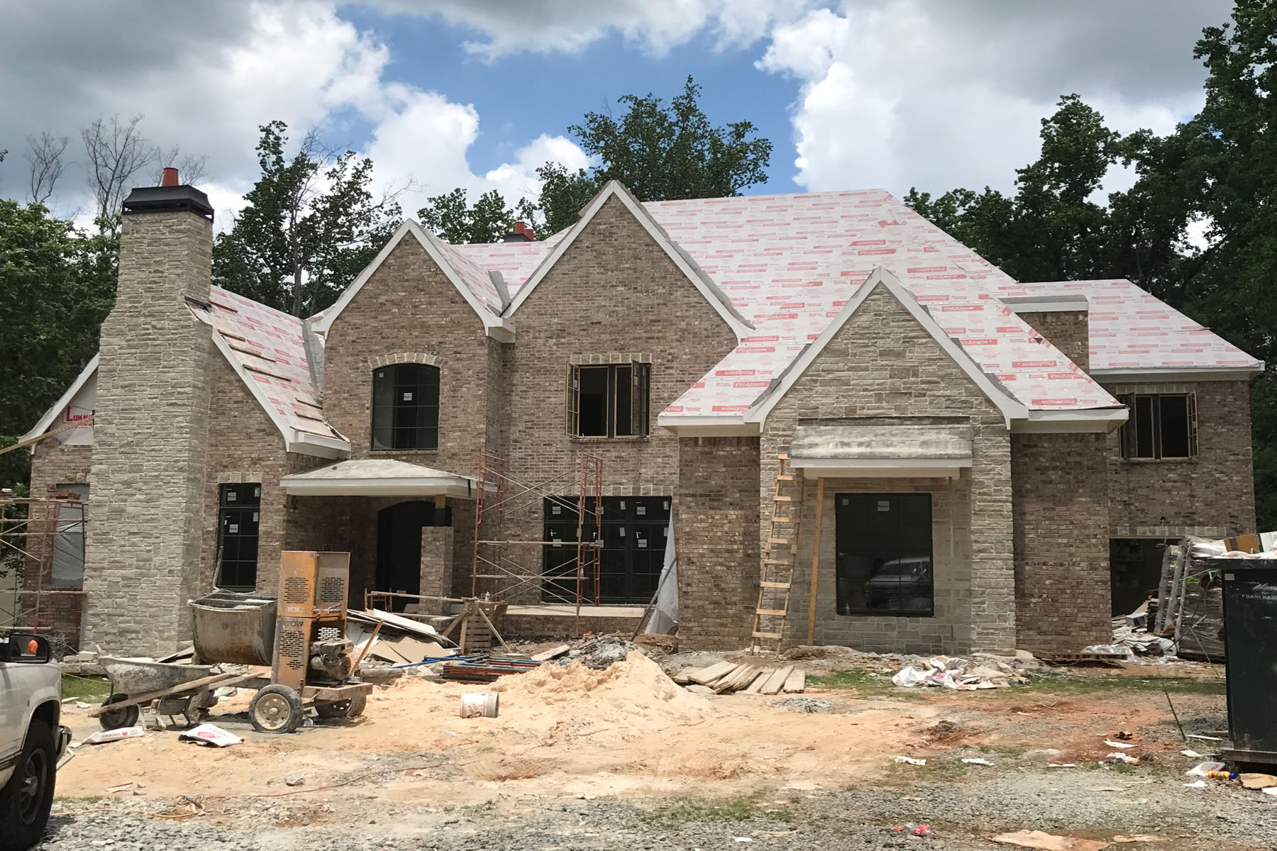 Vivienda unifamiliar por un Venta en Stunning New Build Near Chastain Park 4891 Powers Ferry Road Sandy Springs, Georgia, 30327 Estados Unidos