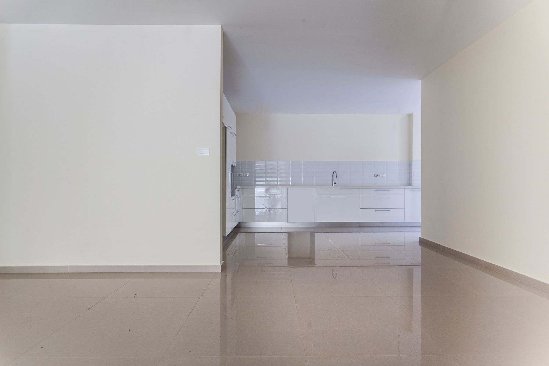 Additional photo for property listing at Brand New Elegant Garden Apartment Ra'anana, Israel Israël